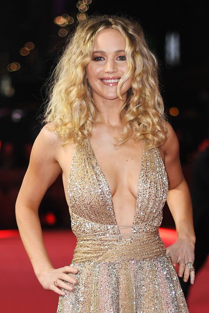 jennifer-lawrence-cleavage-at-red-sparrow-premiere-in-london-2829