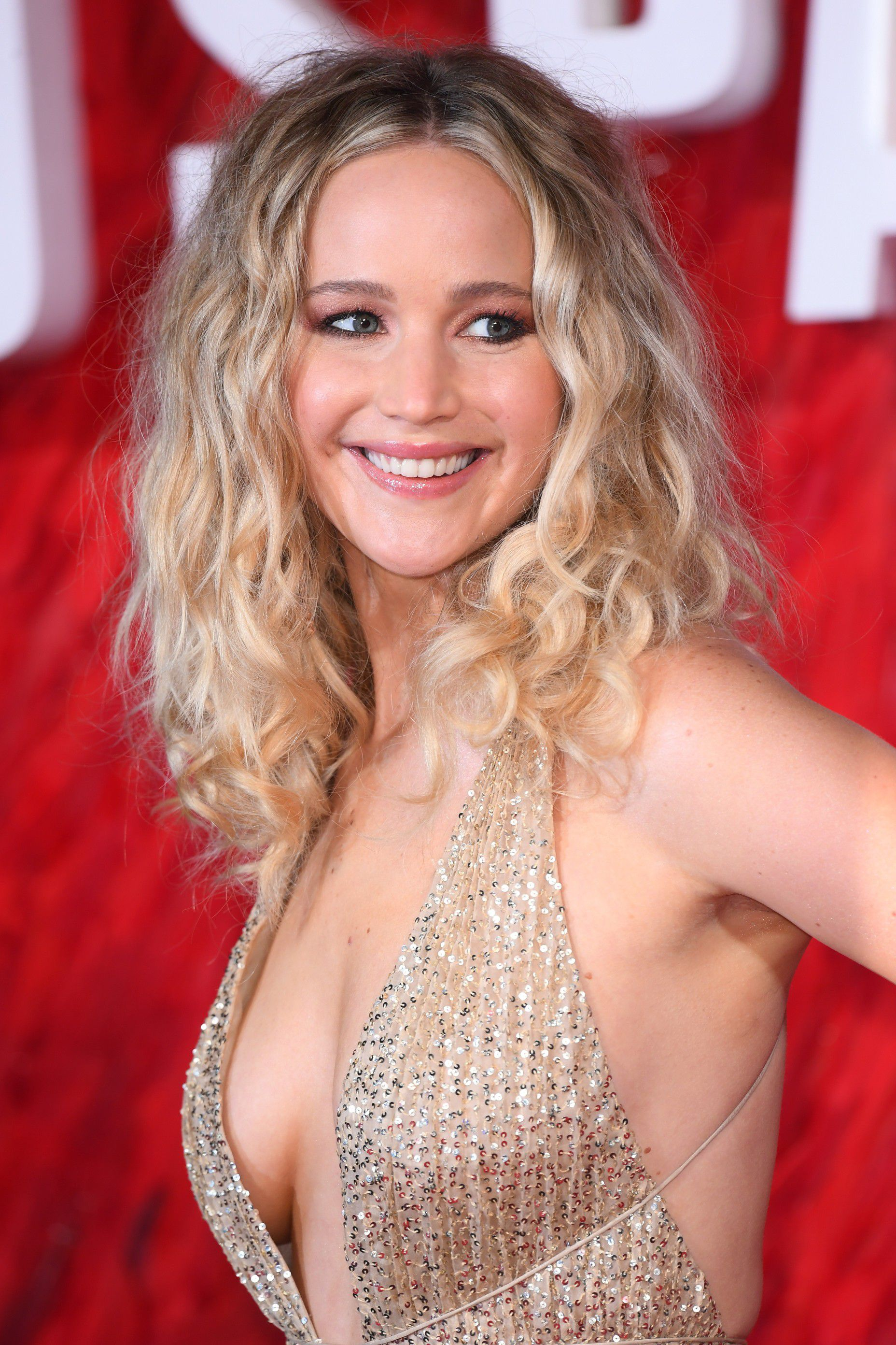 jennifer-lawrence-cleavage-at-red-sparrow-premiere-in-london-4114