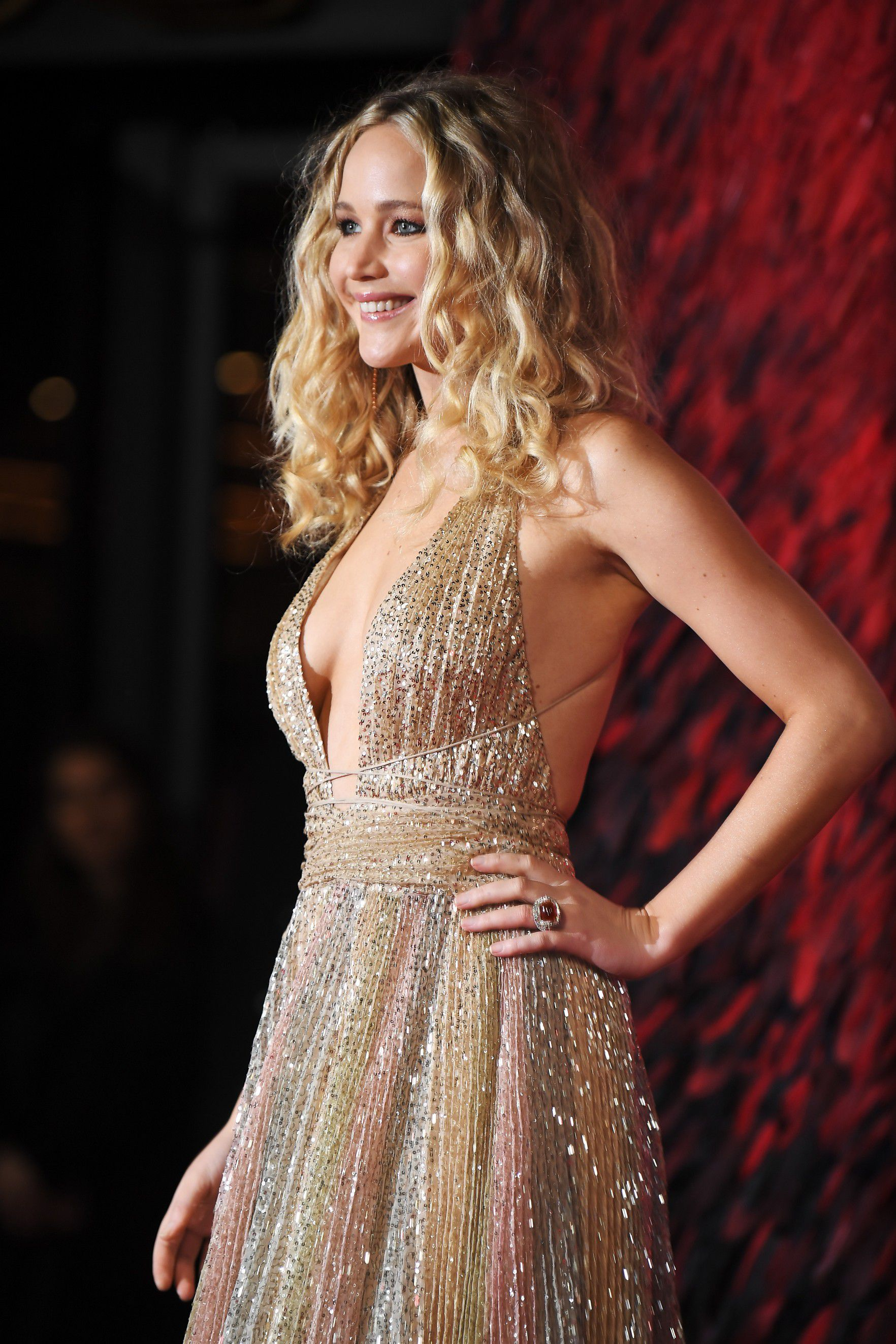 jennifer-lawrence-cleavage-at-red-sparrow-premiere-in-london-4325