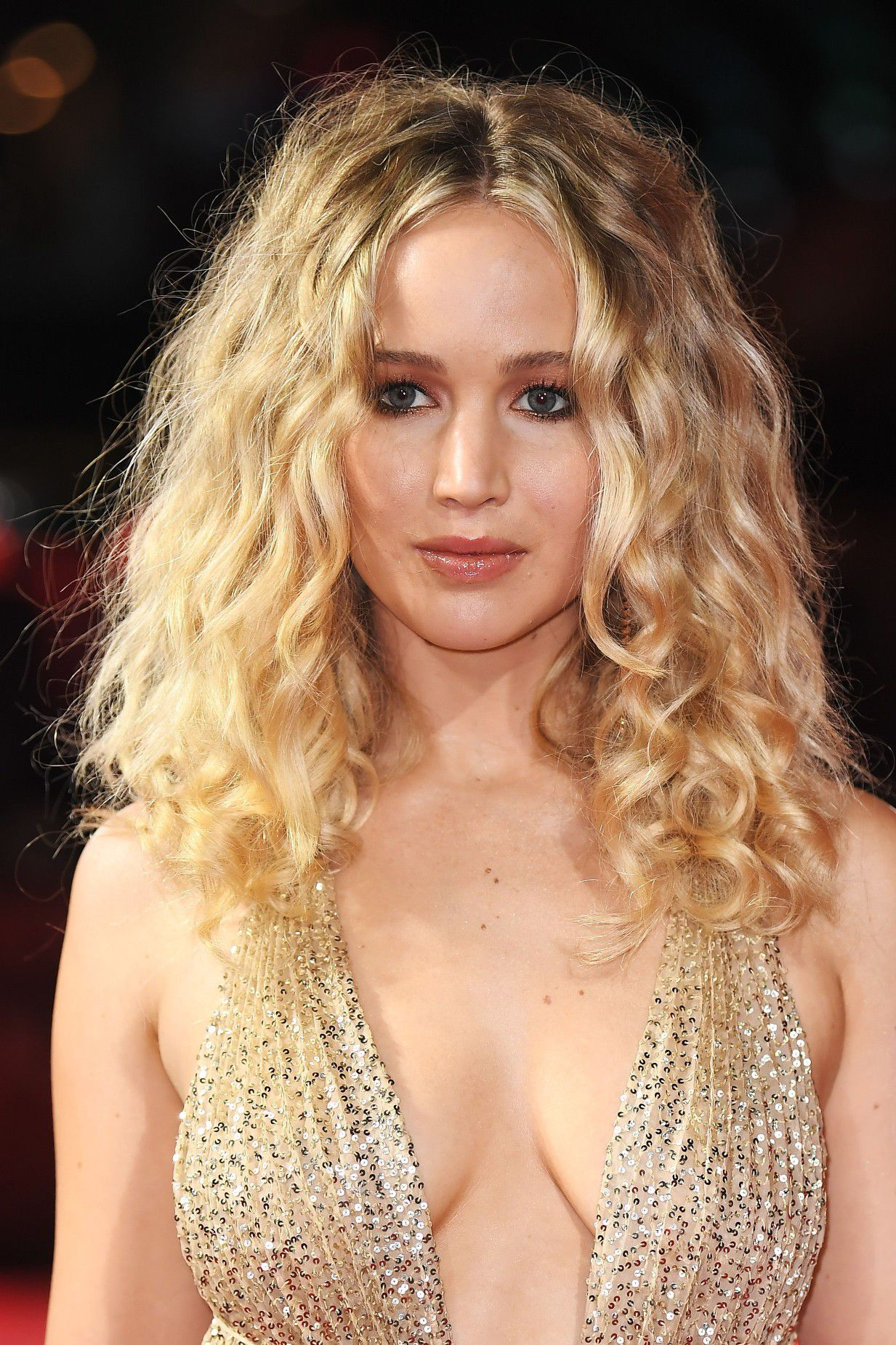 jennifer-lawrence-cleavage-at-red-sparrow-premiere-in-london-4598