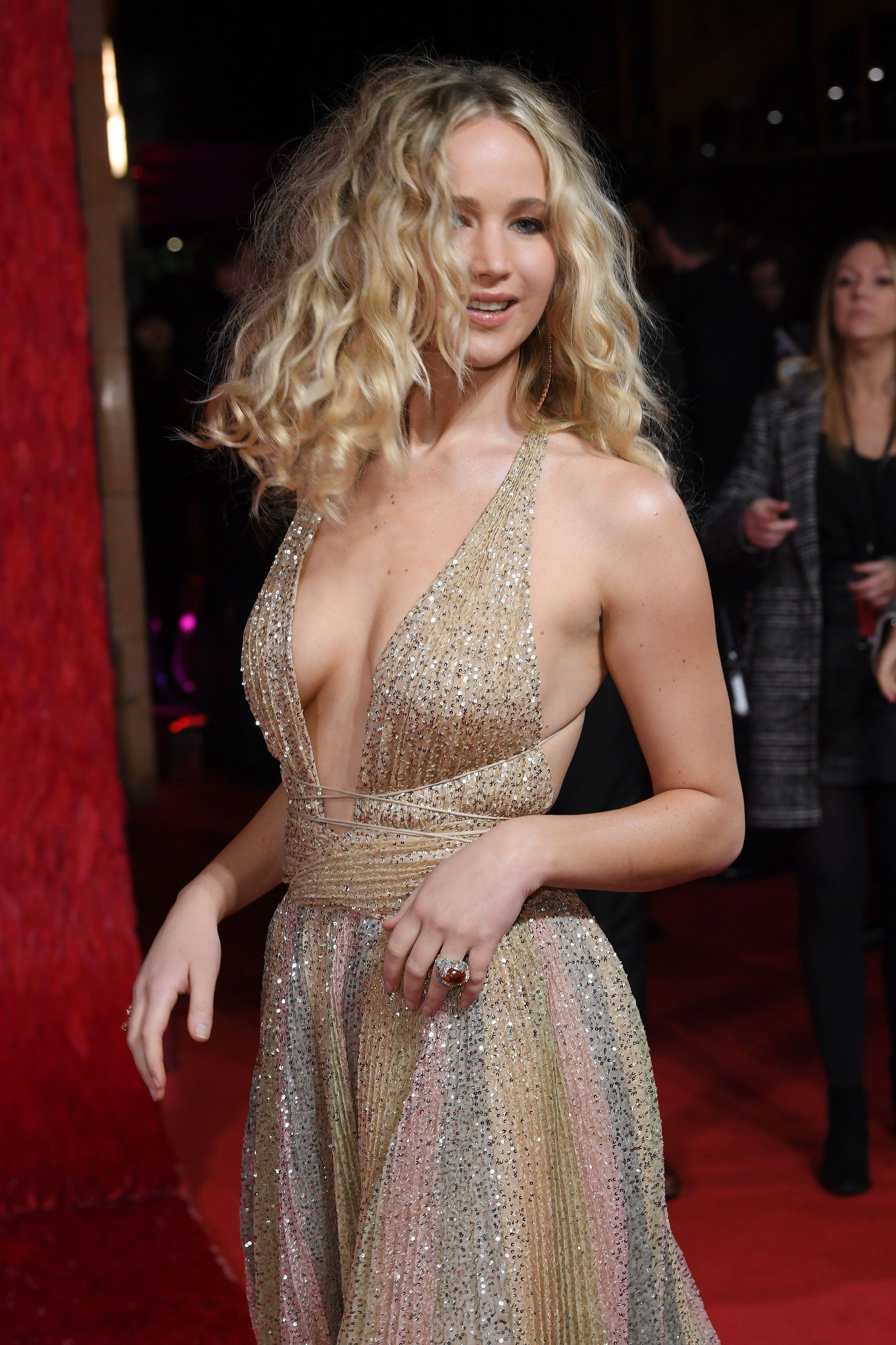 jennifer-lawrence-cleavage-at-red-sparrow-premiere-in-london-5517