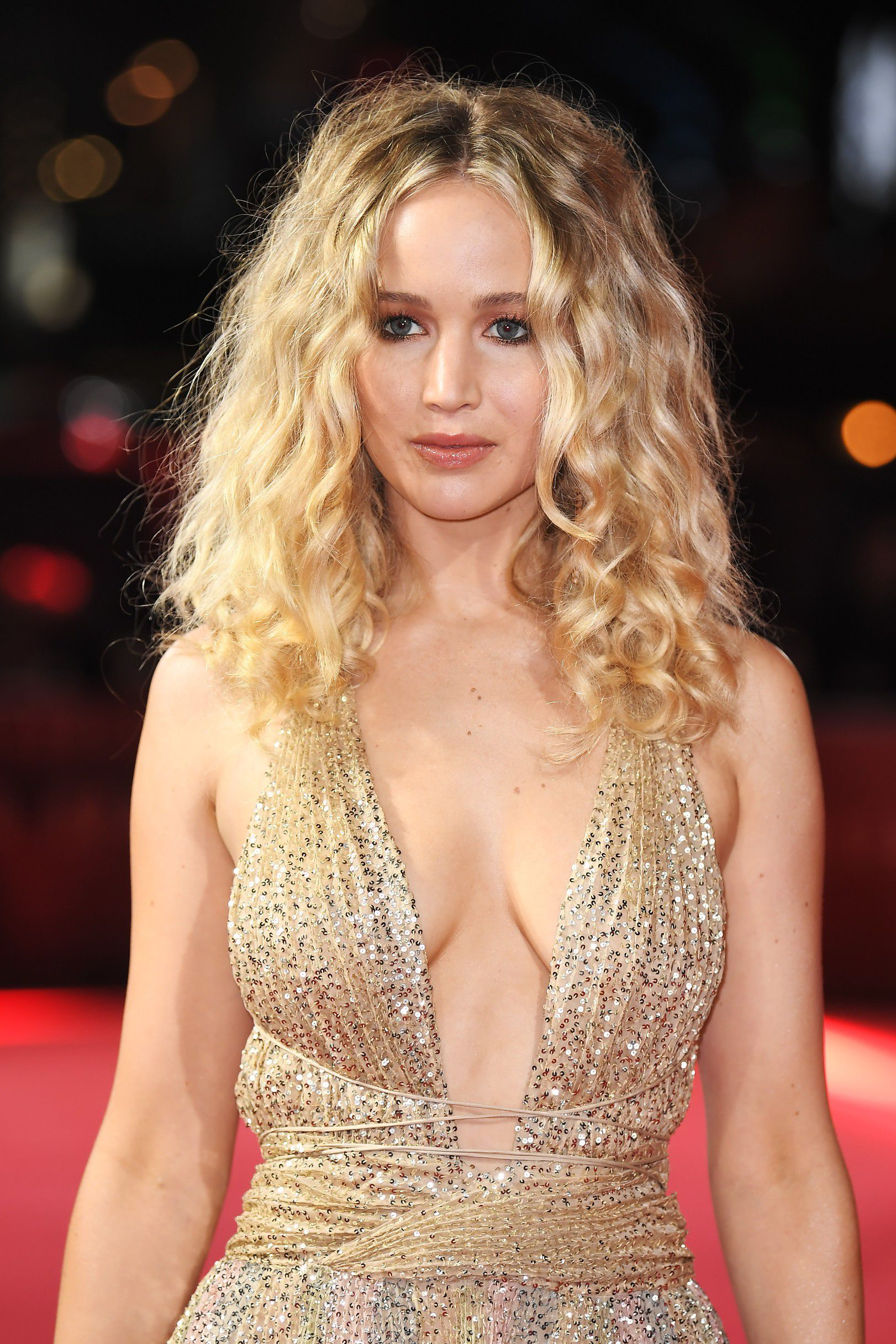 jennifer-lawrence-cleavage-at-red-sparrow-premiere-in-london-6147