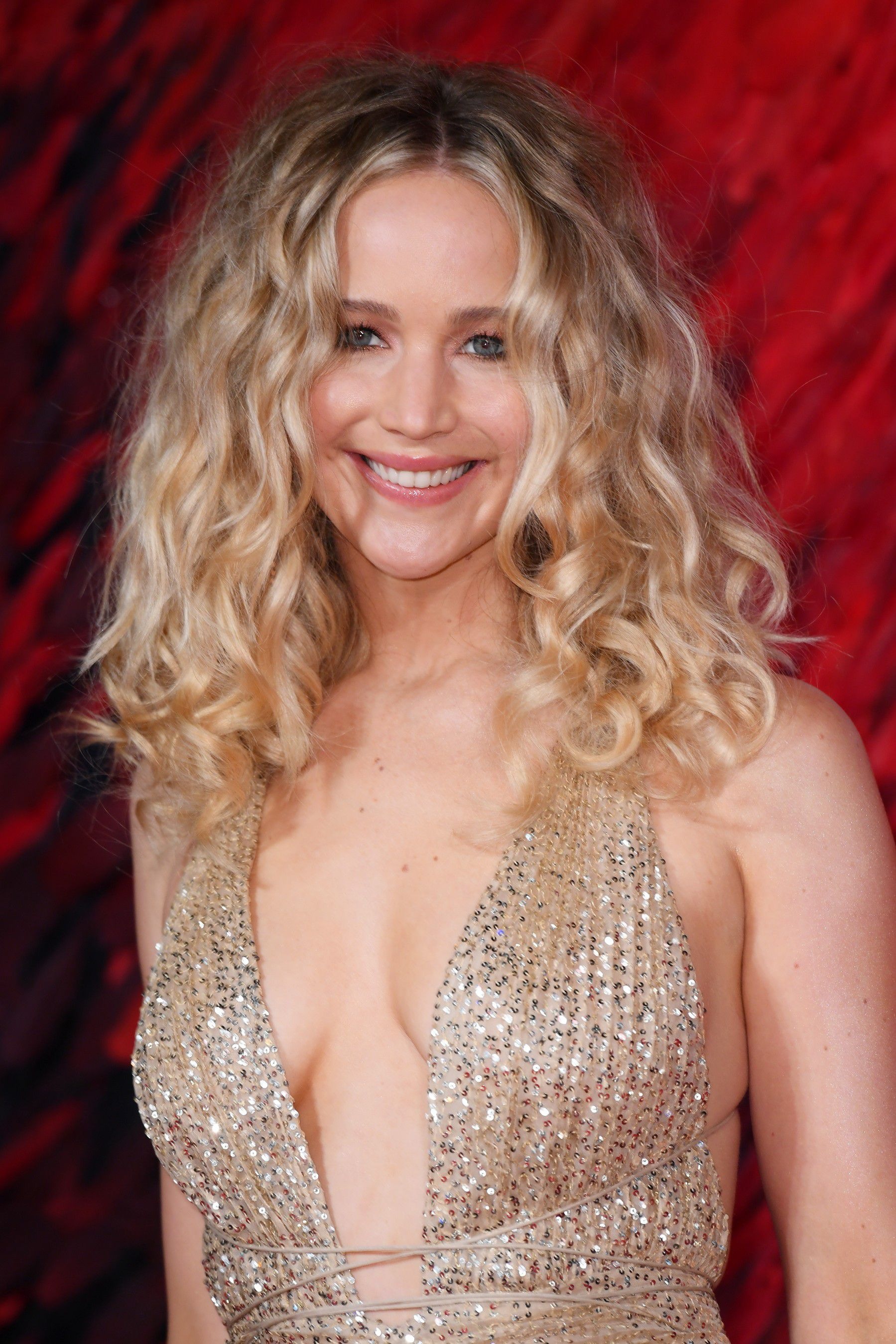 jennifer-lawrence-cleavage-at-red-sparrow-premiere-in-london-6959
