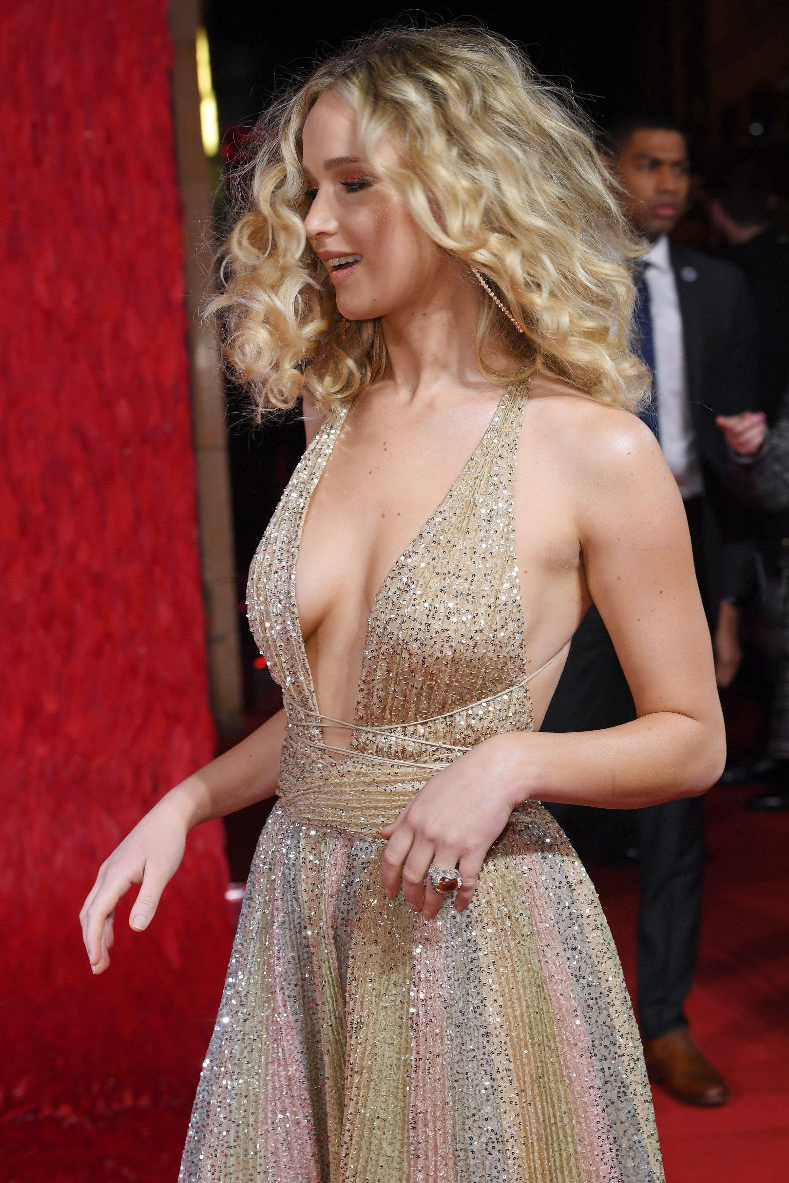 jennifer-lawrence-cleavage-at-red-sparrow-premiere-in-london-8029