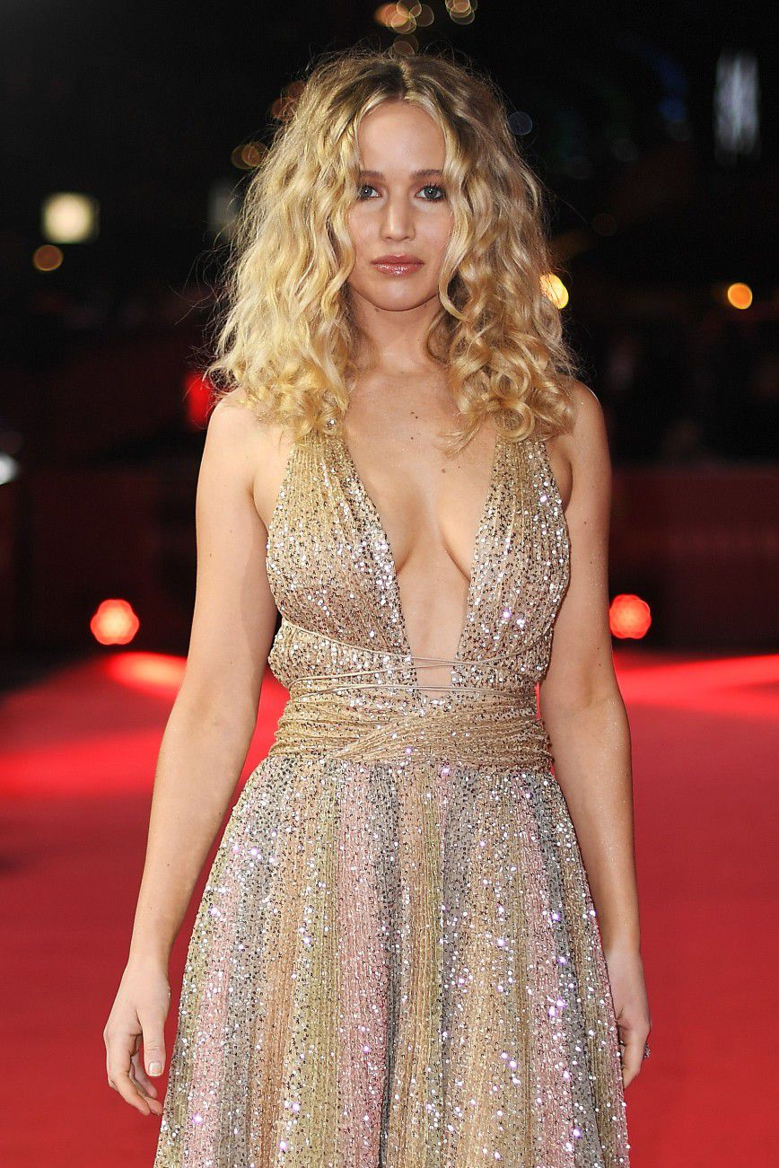 jennifer-lawrence-cleavage-at-red-sparrow-premiere-in-london-8041