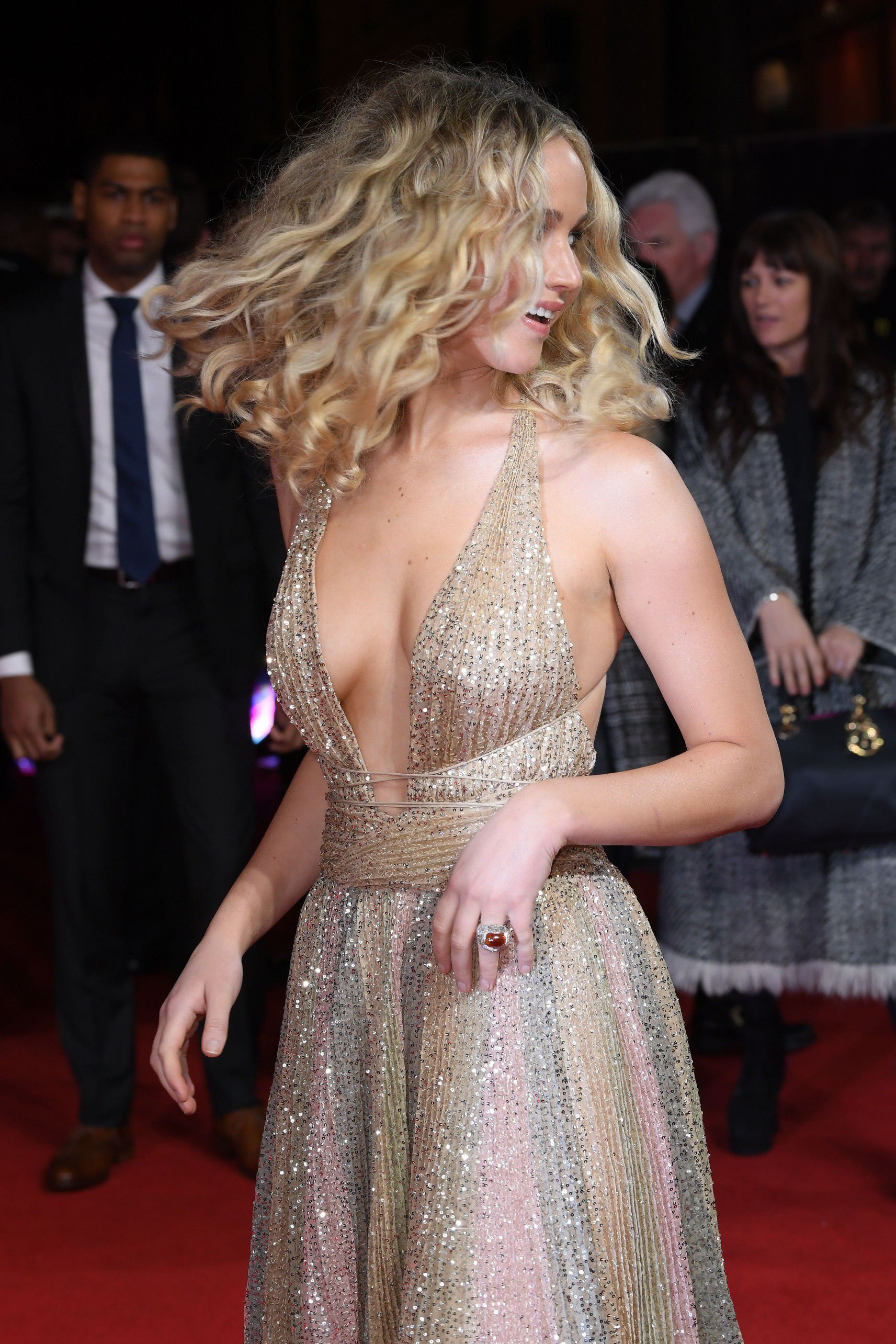 jennifer-lawrence-cleavage-at-red-sparrow-premiere-in-london-8404