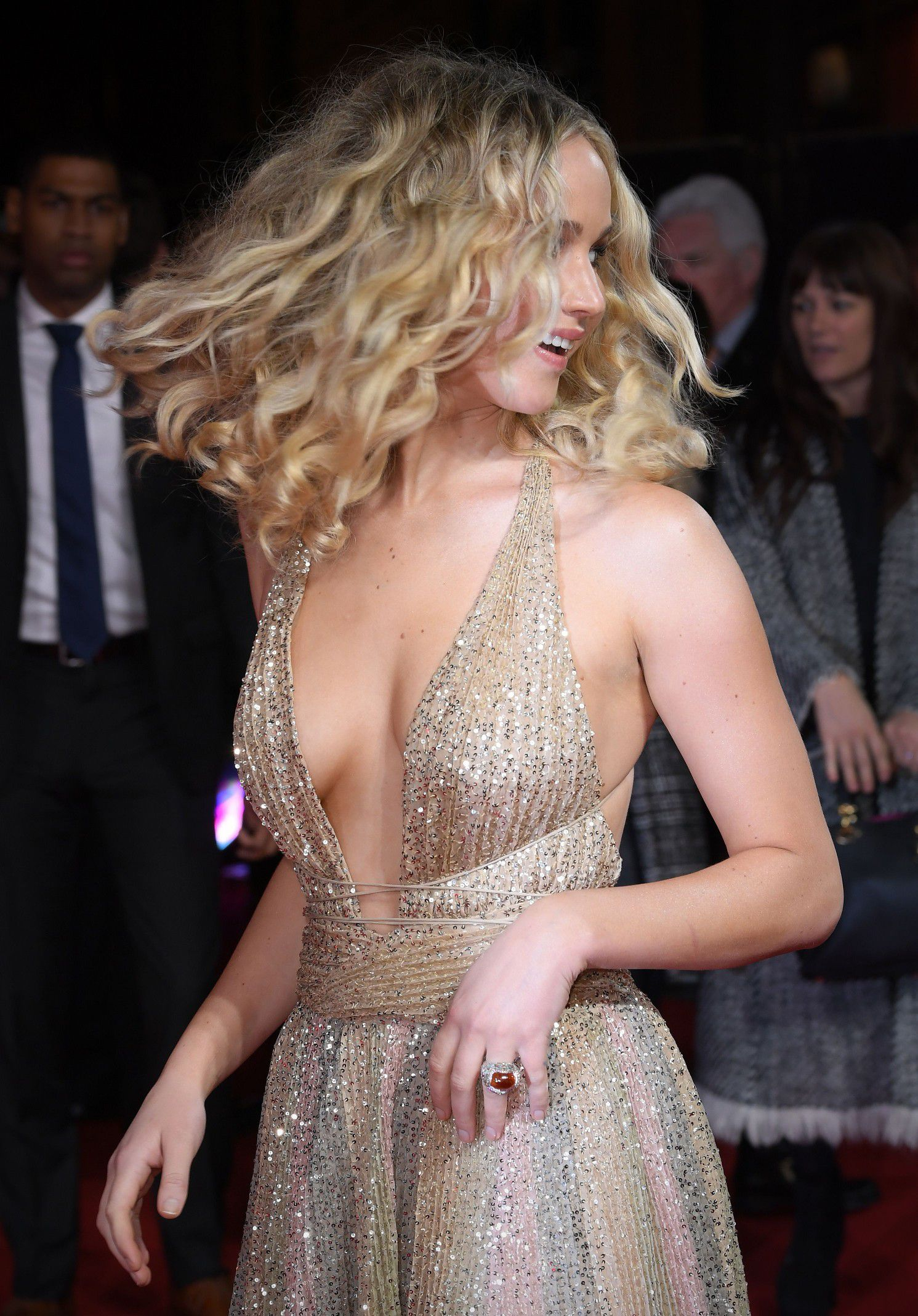 jennifer-lawrence-cleavage-at-red-sparrow-premiere-in-london-9013