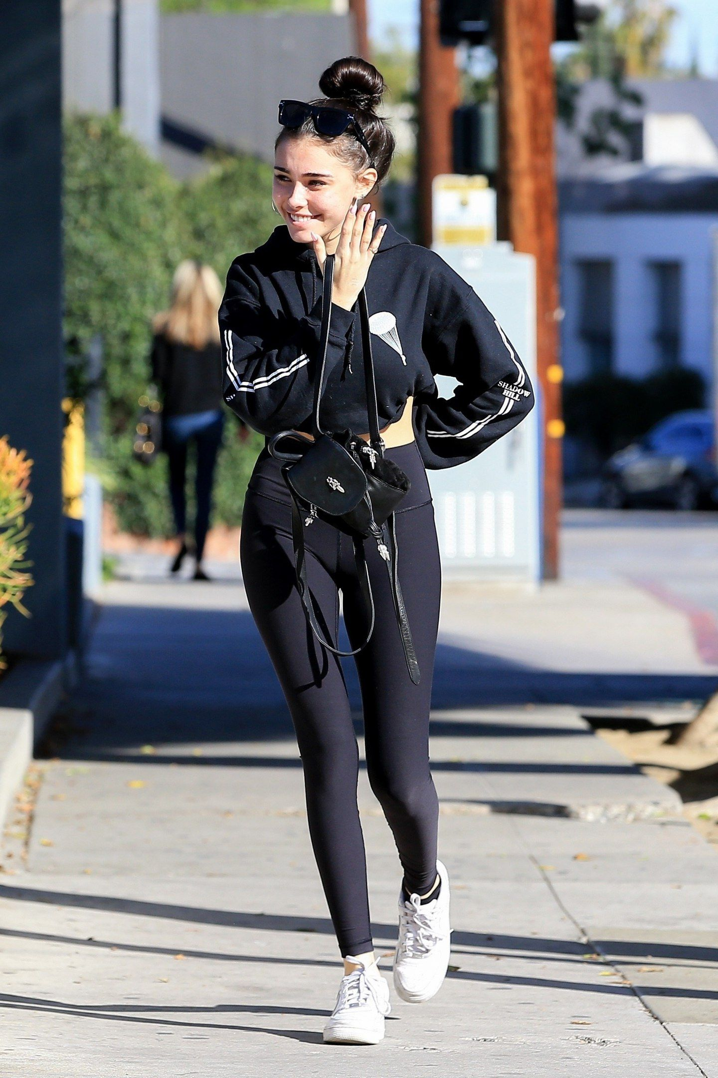 madison-beer-cameltoe-while-out-for-lunch-in-west-hollywood-3112