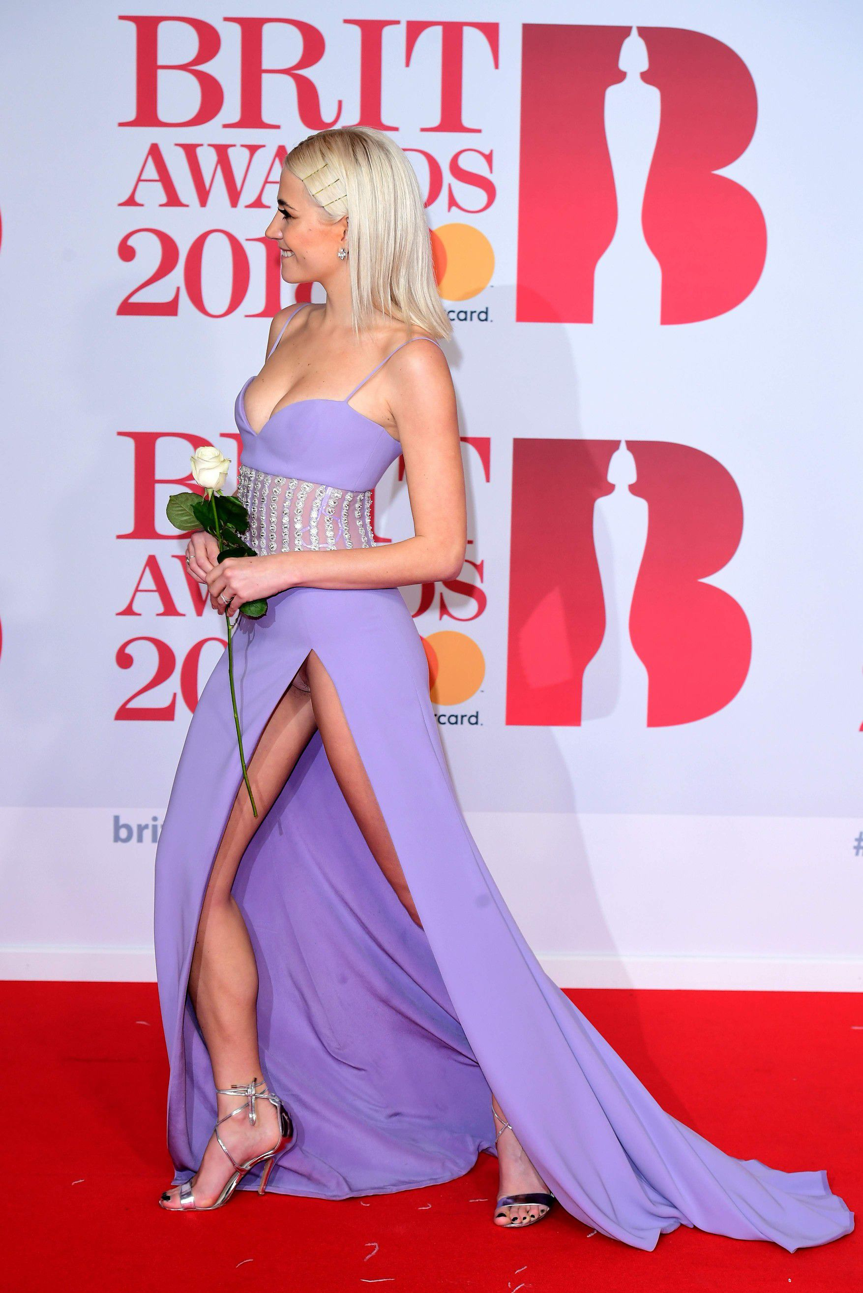 pixie-lott-panty-upskirt-at-the-38th-brit-awards-in-london-1565