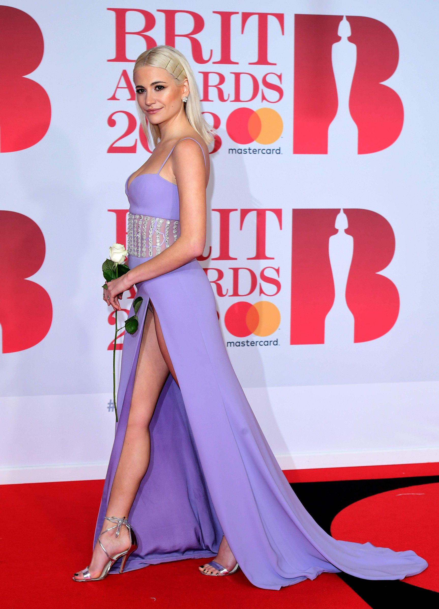pixie-lott-panty-upskirt-at-the-38th-brit-awards-in-london-2310