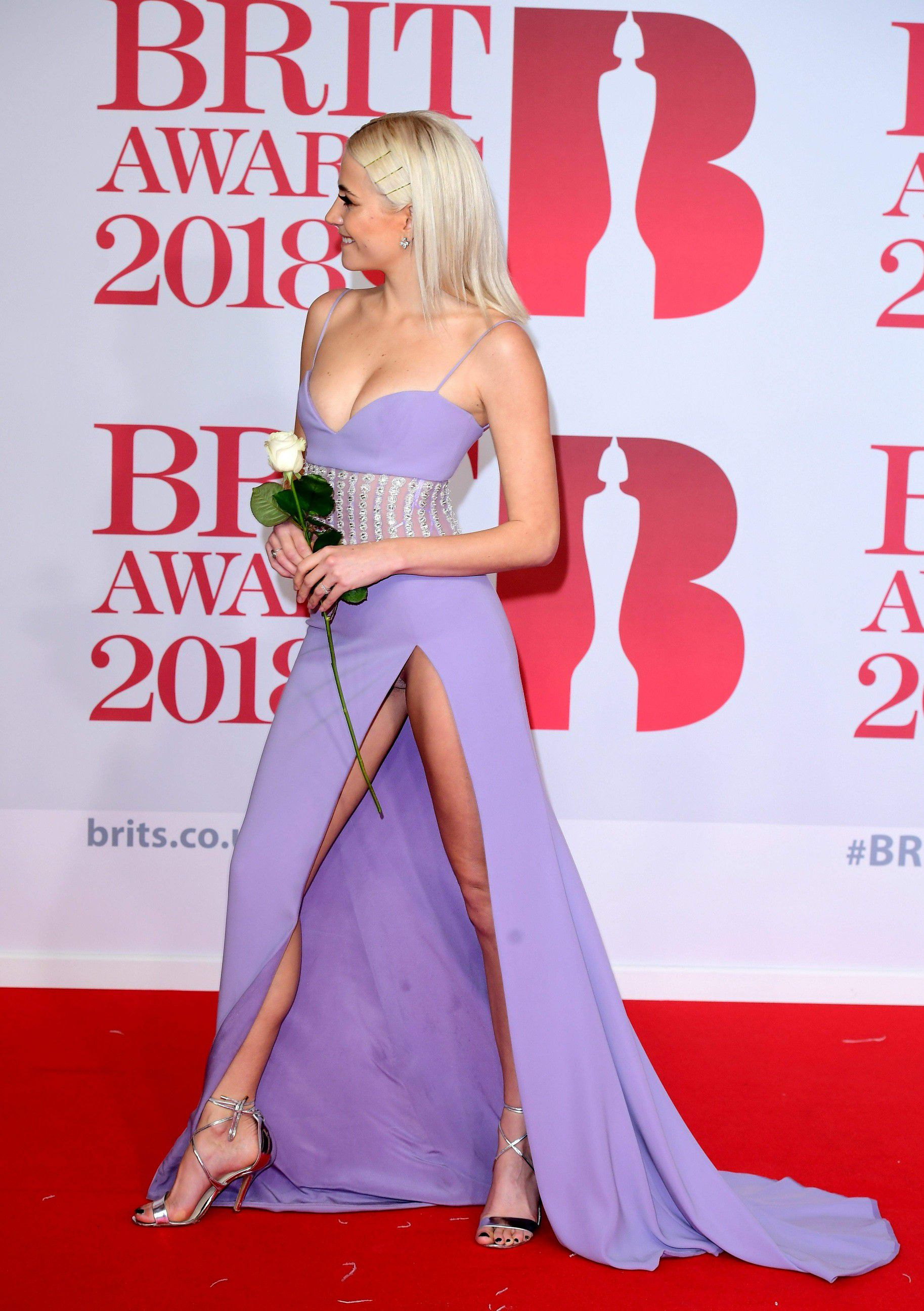 pixie-lott-panty-upskirt-at-the-38th-brit-awards-in-london-2626