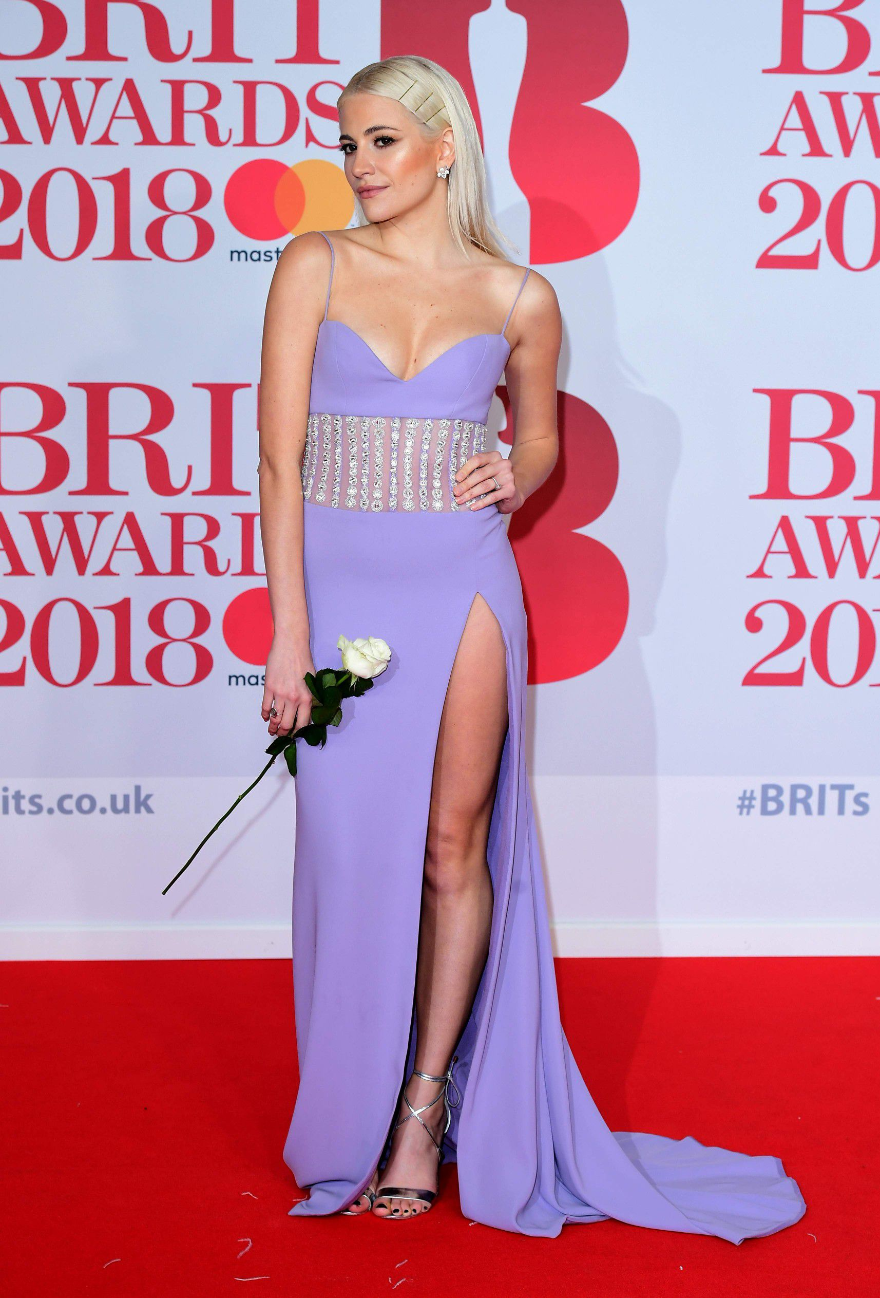 pixie-lott-panty-upskirt-at-the-38th-brit-awards-in-london-4571