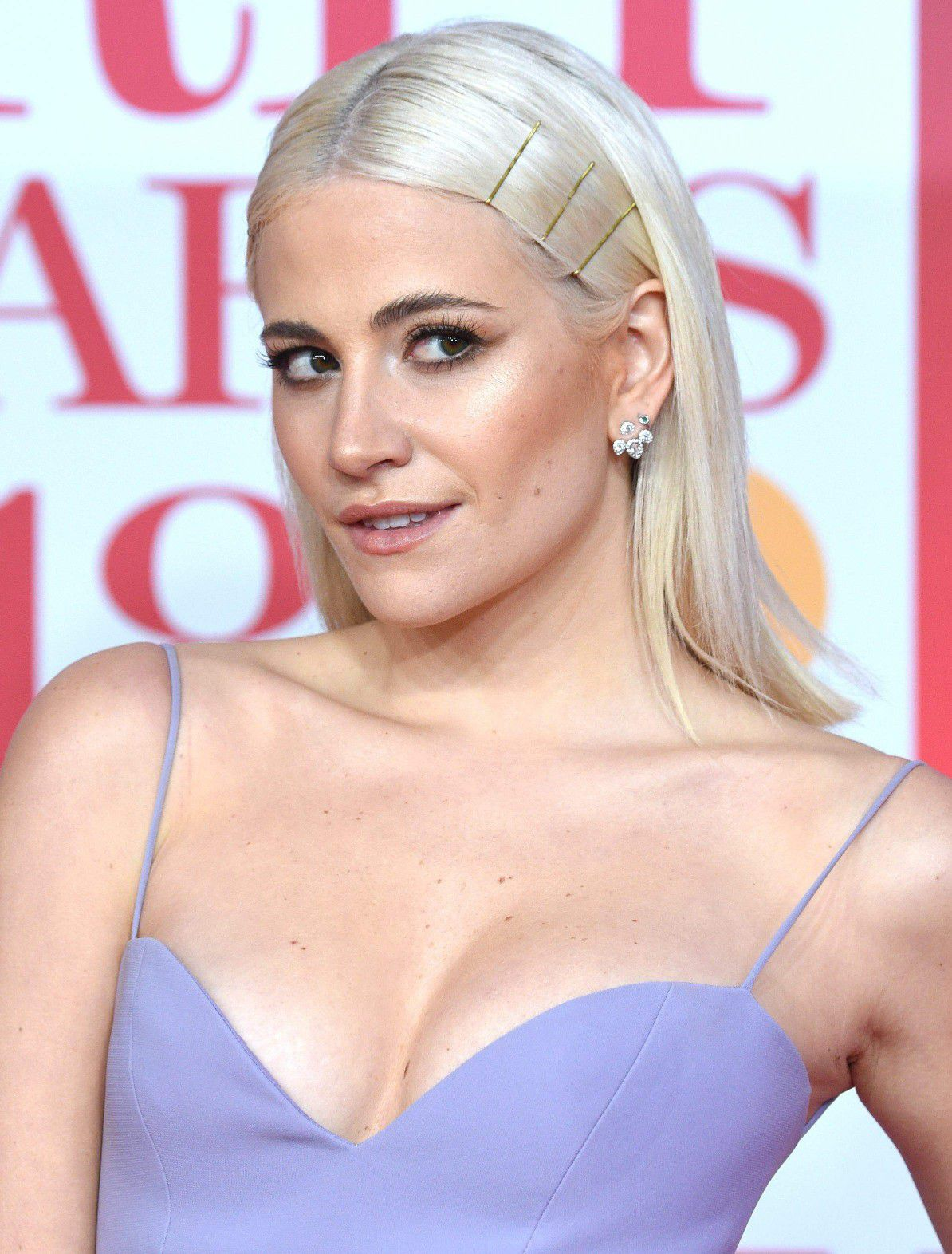 pixie-lott-panty-upskirt-at-the-38th-brit-awards-in-london-4827