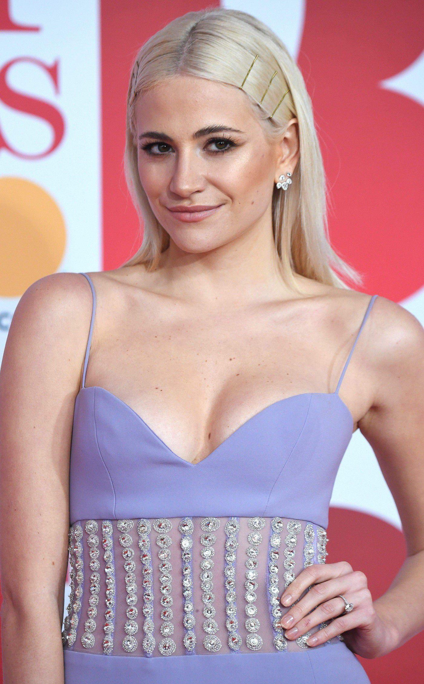 pixie-lott-panty-upskirt-at-the-38th-brit-awards-in-london-6109
