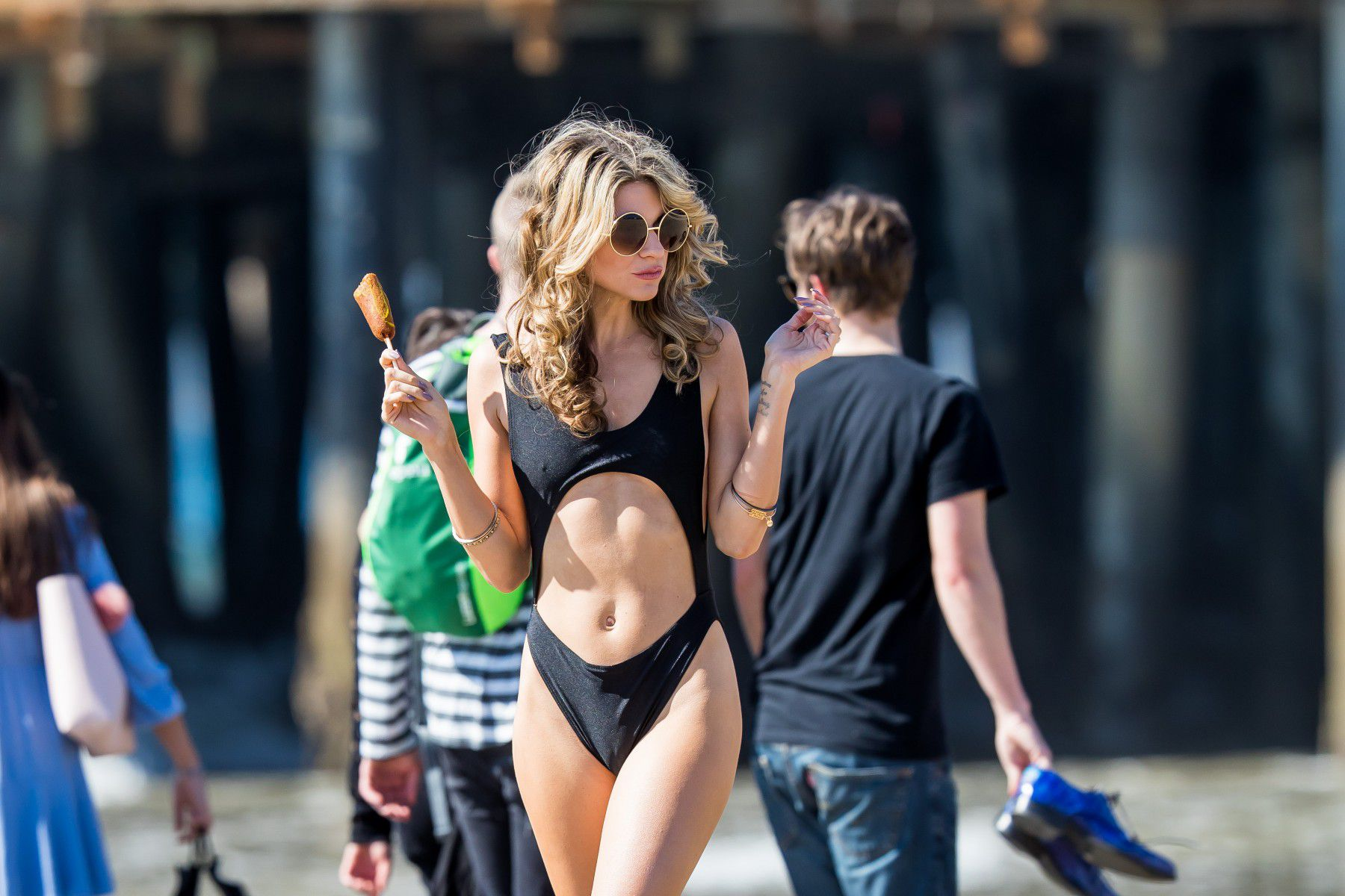 rachel-mccord-cameltoe-in-black-swimsuit-on-the-beach-in-santa-monica-3086