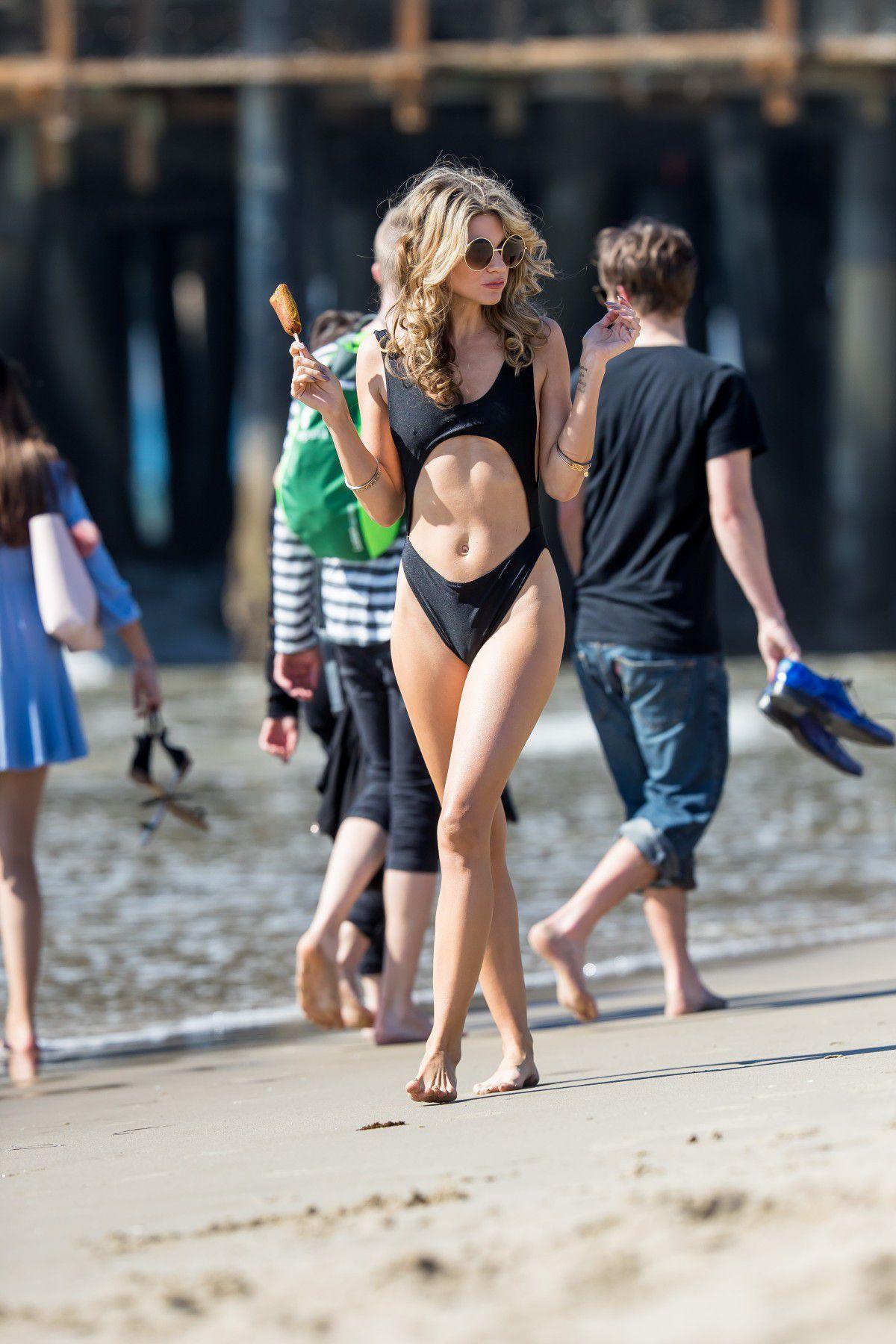 rachel-mccord-cameltoe-in-black-swimsuit-on-the-beach-in-santa-monica-3719