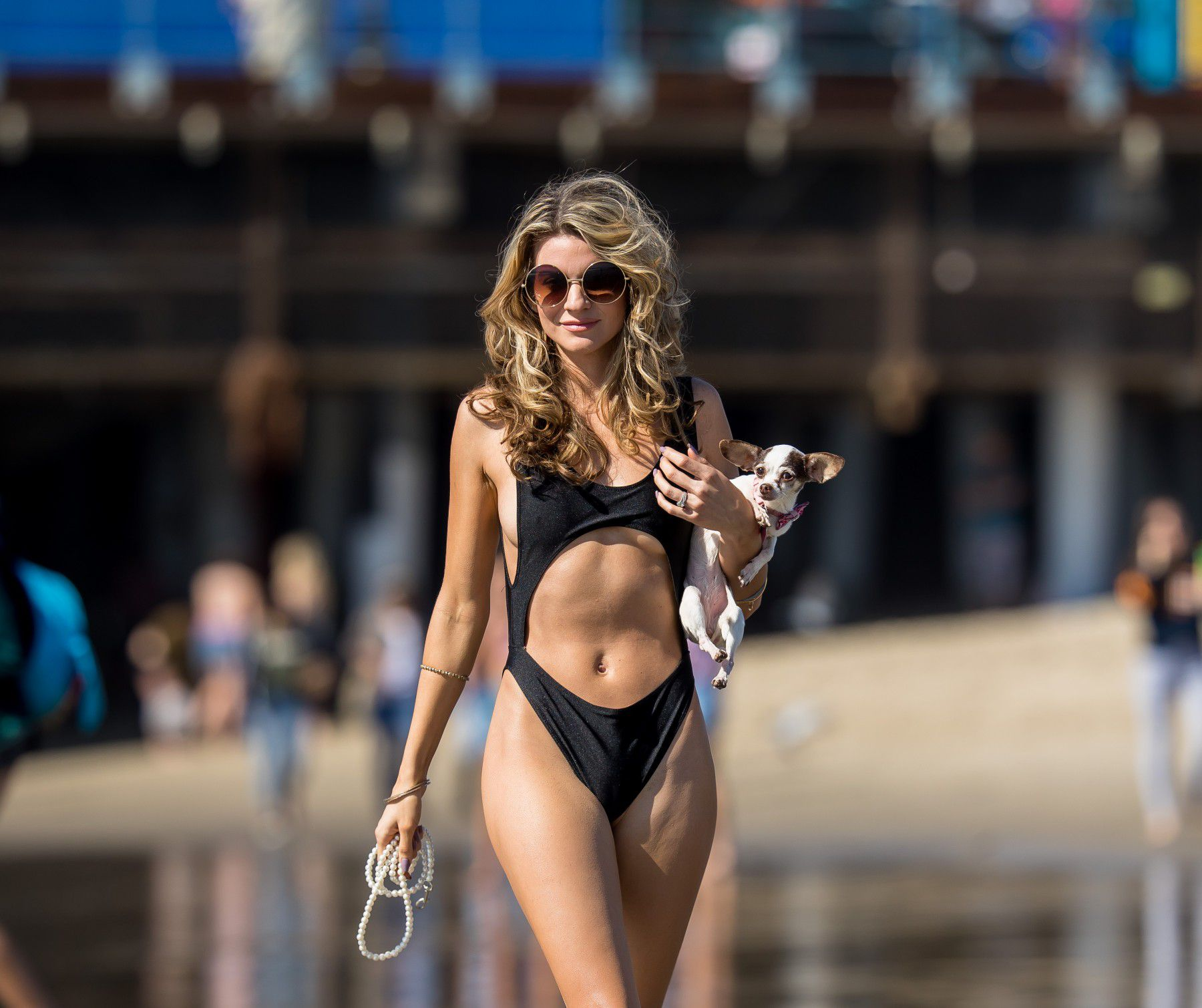 rachel-mccord-cameltoe-in-black-swimsuit-on-the-beach-in-santa-monica-7428