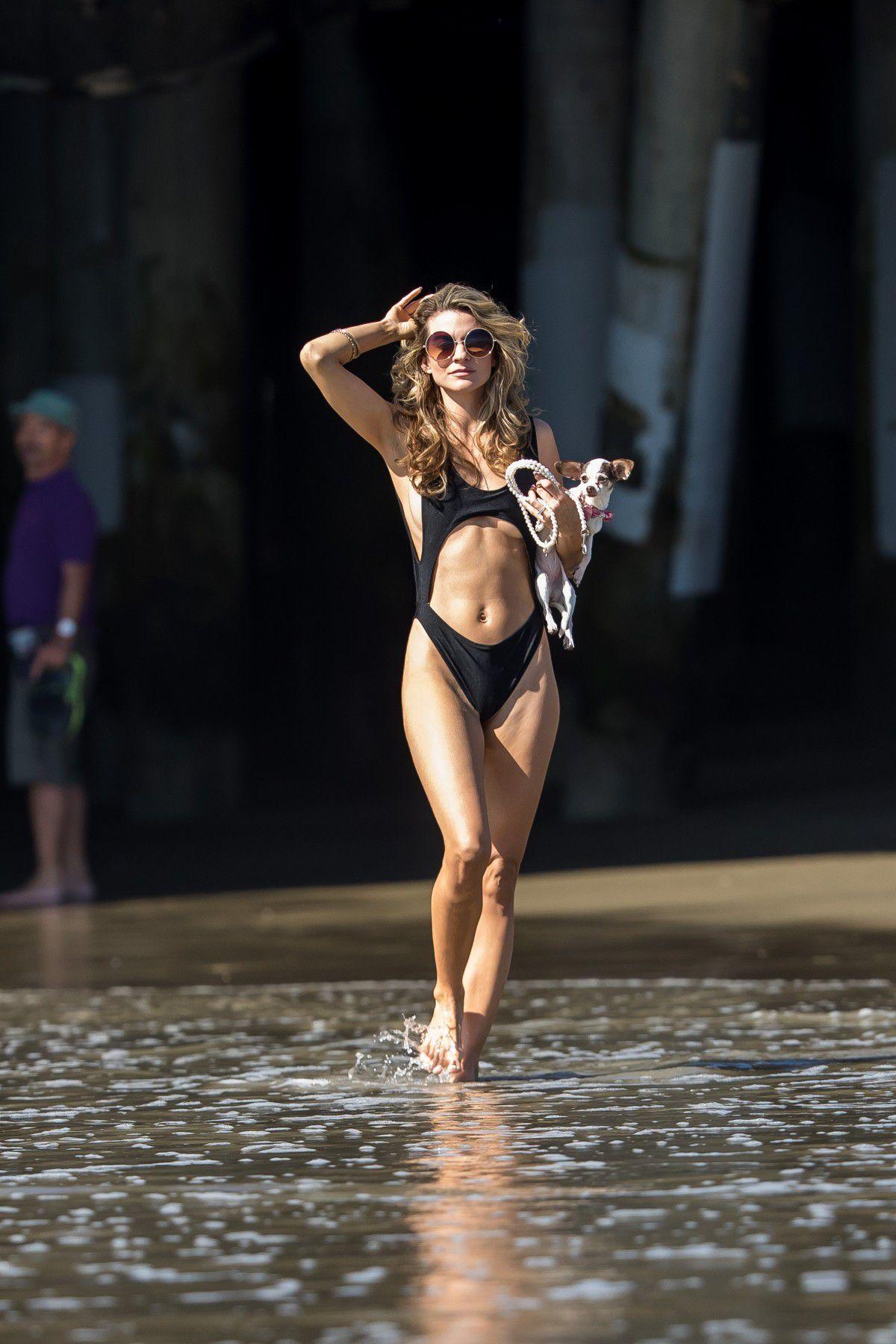 rachel-mccord-cameltoe-in-black-swimsuit-on-the-beach-in-santa-monica-9318