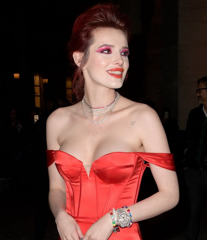 bella-thorne-deep-cleavage-at-midnight-run-premiere-in-rome-01