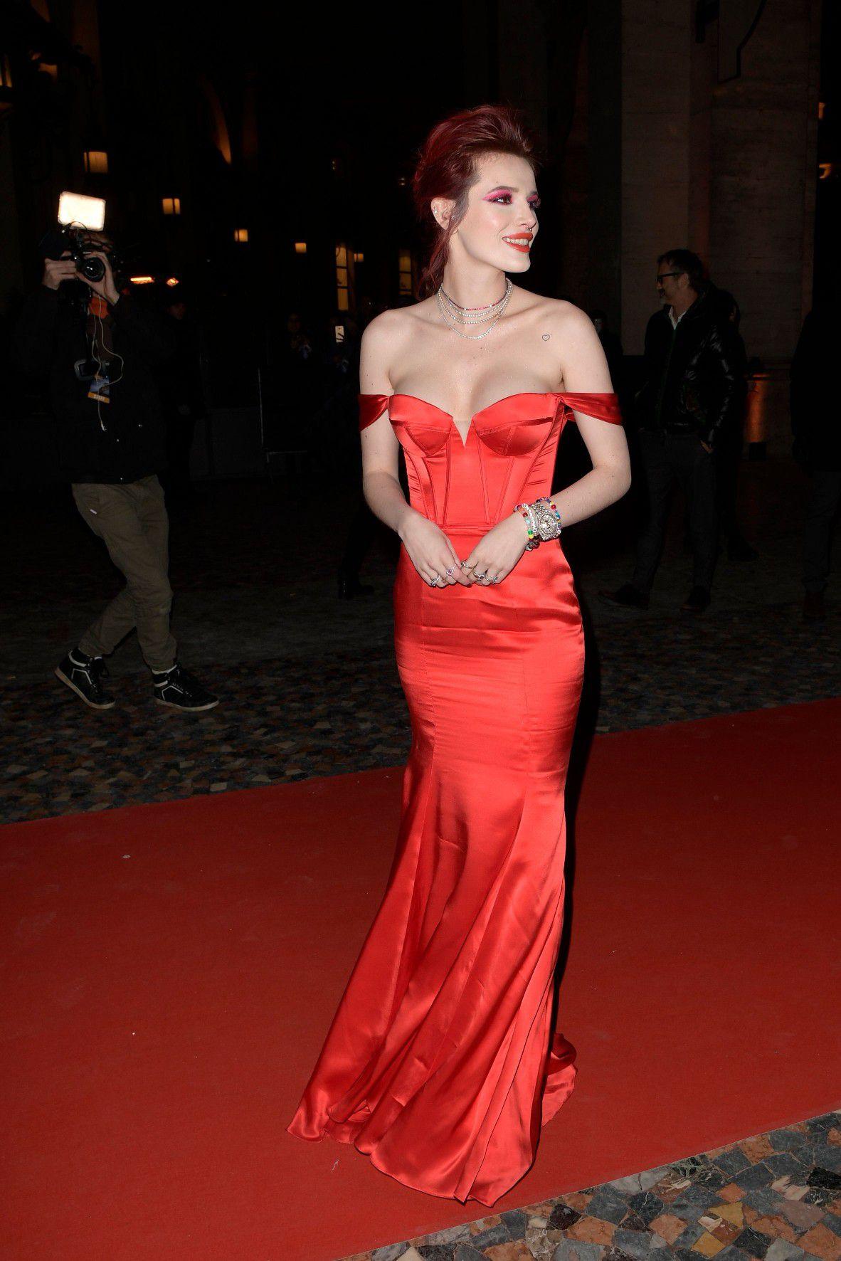bella-thorne-deep-cleavage-at-midnight-run-premiere-in-rome-1022