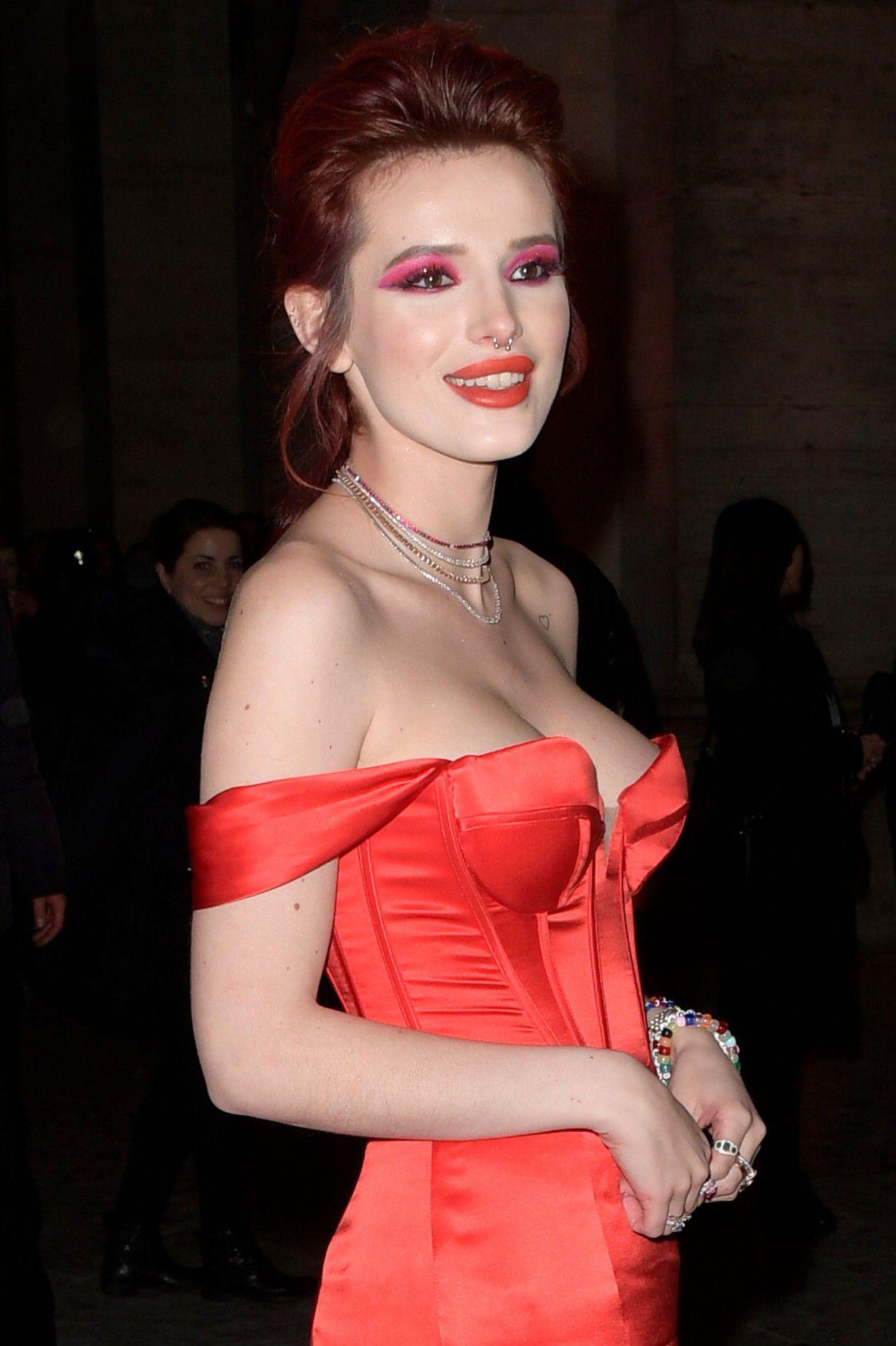bella-thorne-deep-cleavage-at-midnight-run-premiere-in-rome-1461