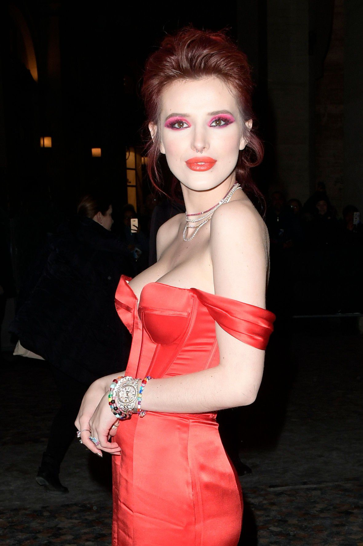 bella-thorne-deep-cleavage-at-midnight-run-premiere-in-rome-1469