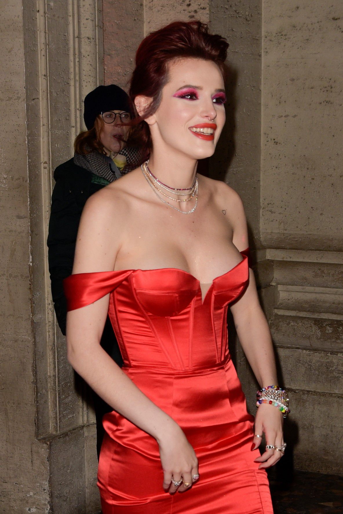 bella-thorne-deep-cleavage-at-midnight-run-premiere-in-rome-2209