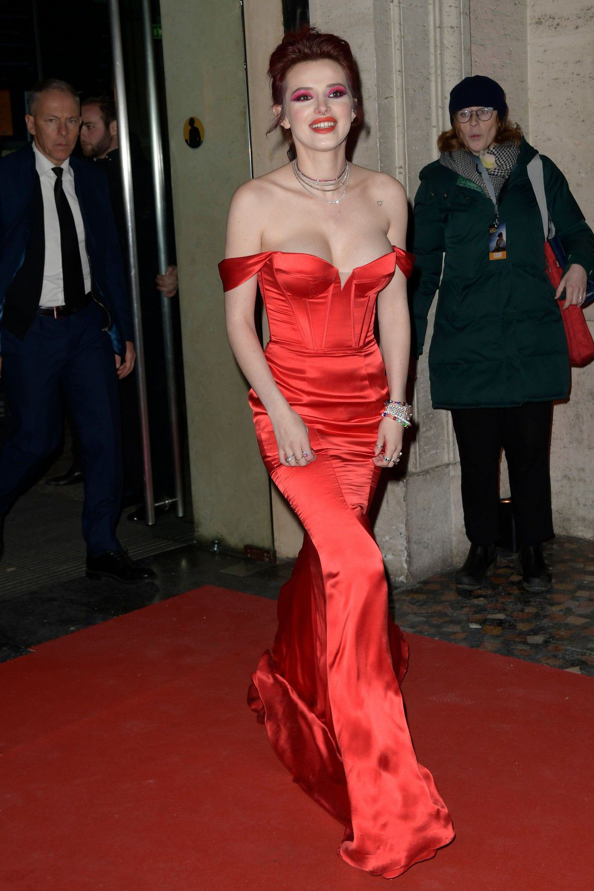 bella-thorne-deep-cleavage-at-midnight-run-premiere-in-rome-2342