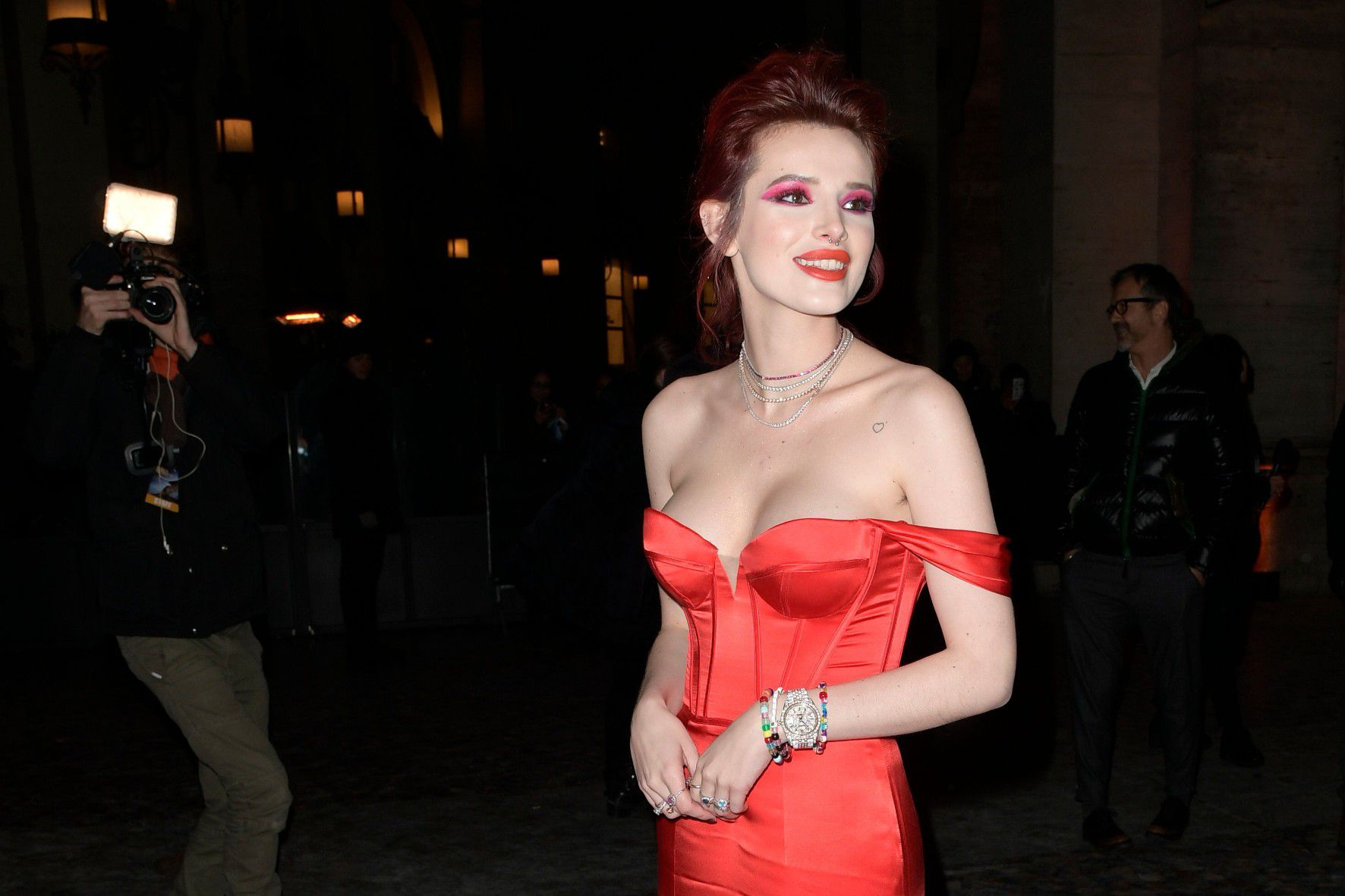 bella-thorne-deep-cleavage-at-midnight-run-premiere-in-rome-3495