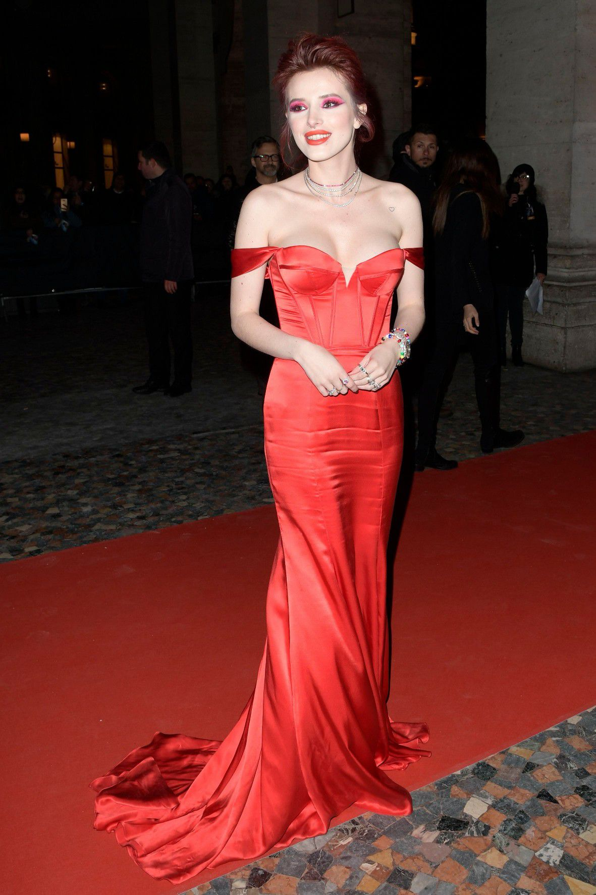 bella-thorne-deep-cleavage-at-midnight-run-premiere-in-rome-3812