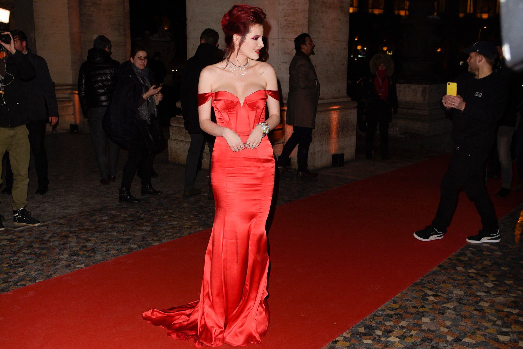 bella-thorne-deep-cleavage-at-midnight-run-premiere-in-rome-5164