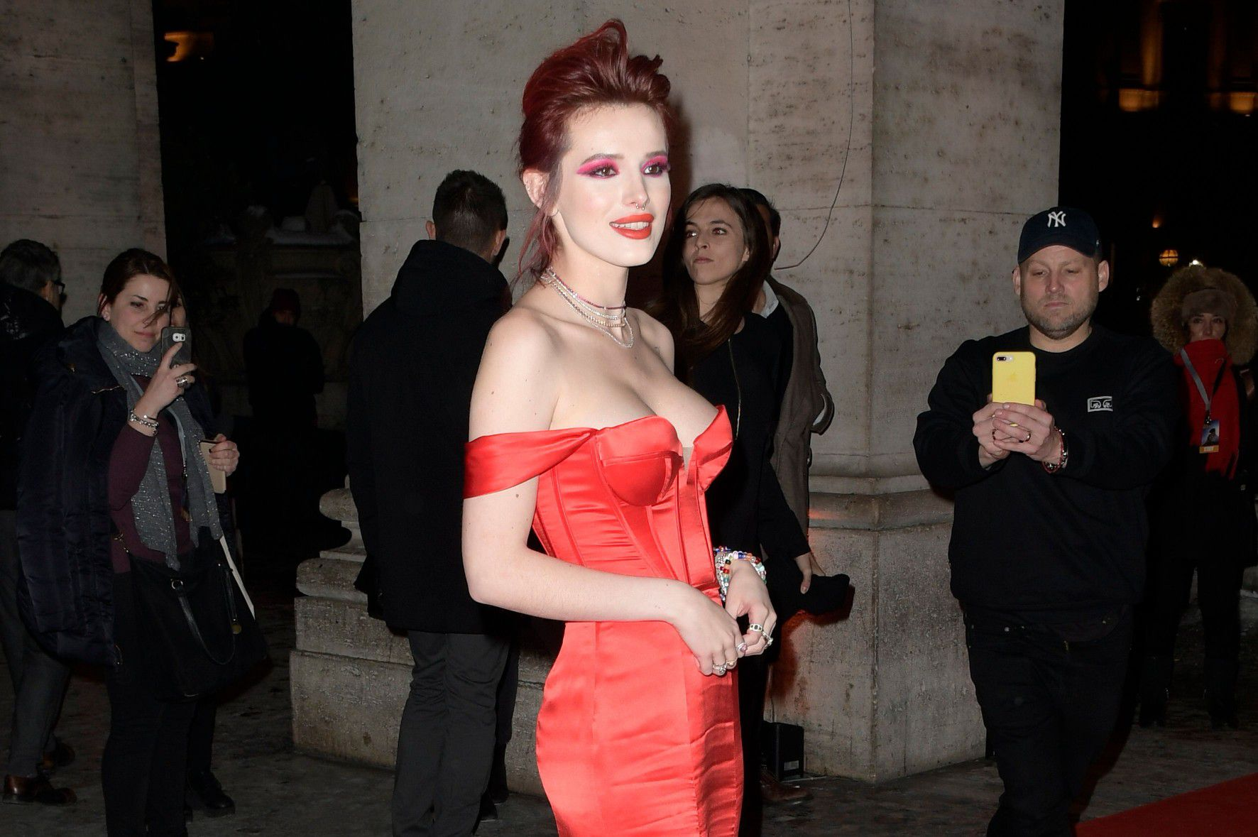 bella-thorne-deep-cleavage-at-midnight-run-premiere-in-rome-5241