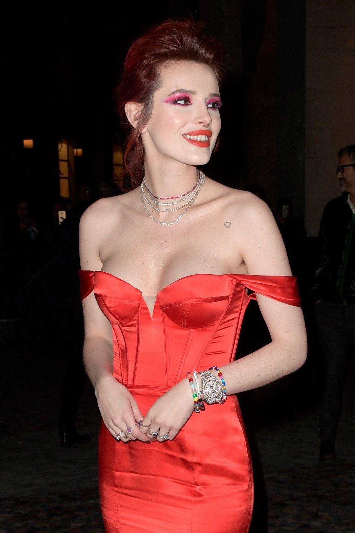 bella-thorne-deep-cleavage-at-midnight-run-premiere-in-rome-5421