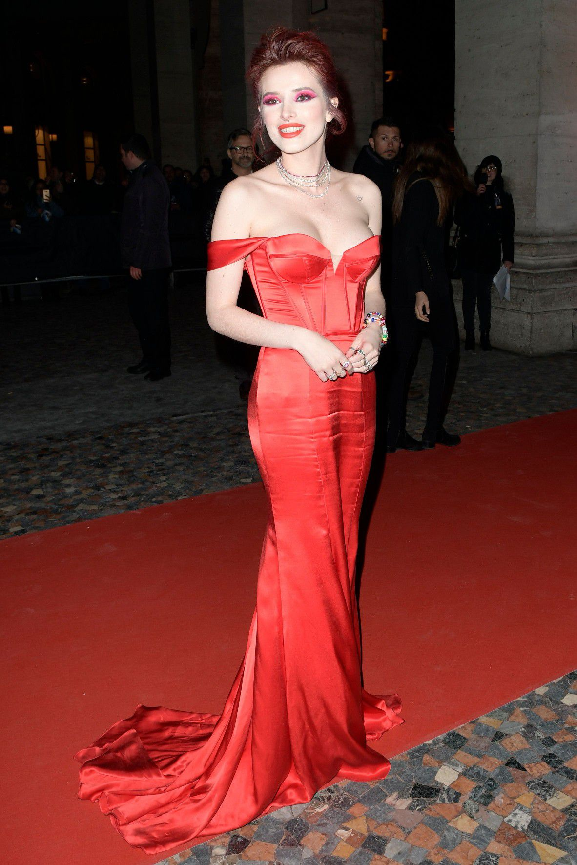 bella-thorne-deep-cleavage-at-midnight-run-premiere-in-rome-6465