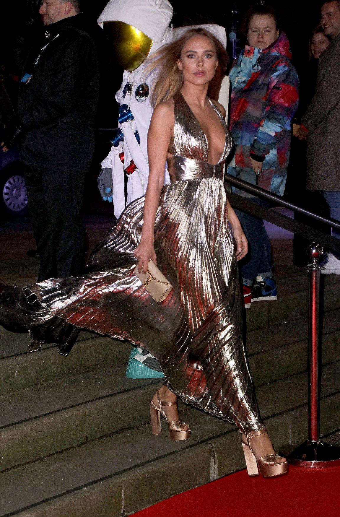 kimberley-garner-cleavage-at-fabulous-fund-fair-in-london-2235