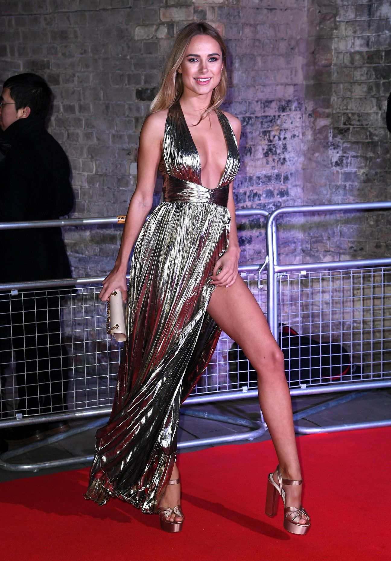 kimberley-garner-cleavage-at-fabulous-fund-fair-in-london-3064