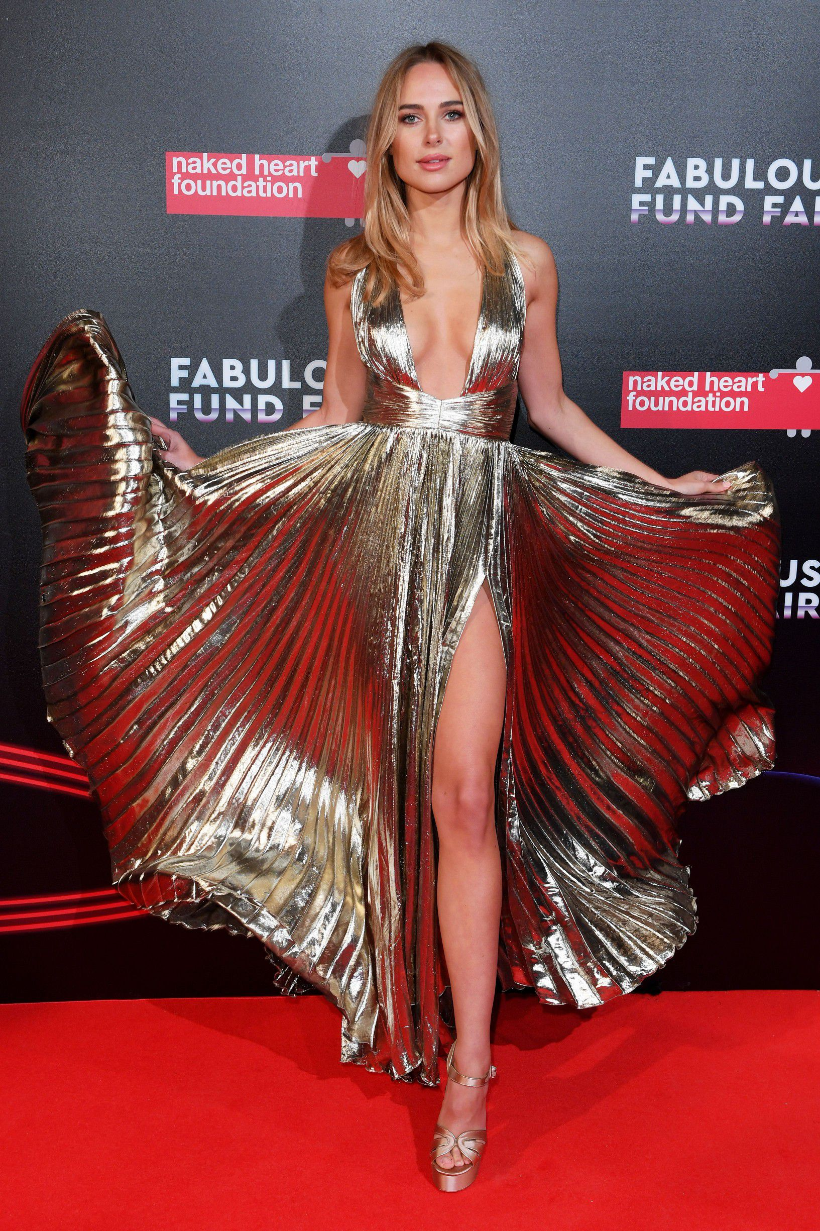 kimberley-garner-cleavage-at-fabulous-fund-fair-in-london-4677