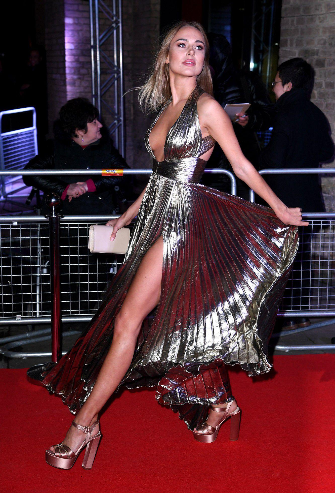 kimberley-garner-cleavage-at-fabulous-fund-fair-in-london-5068