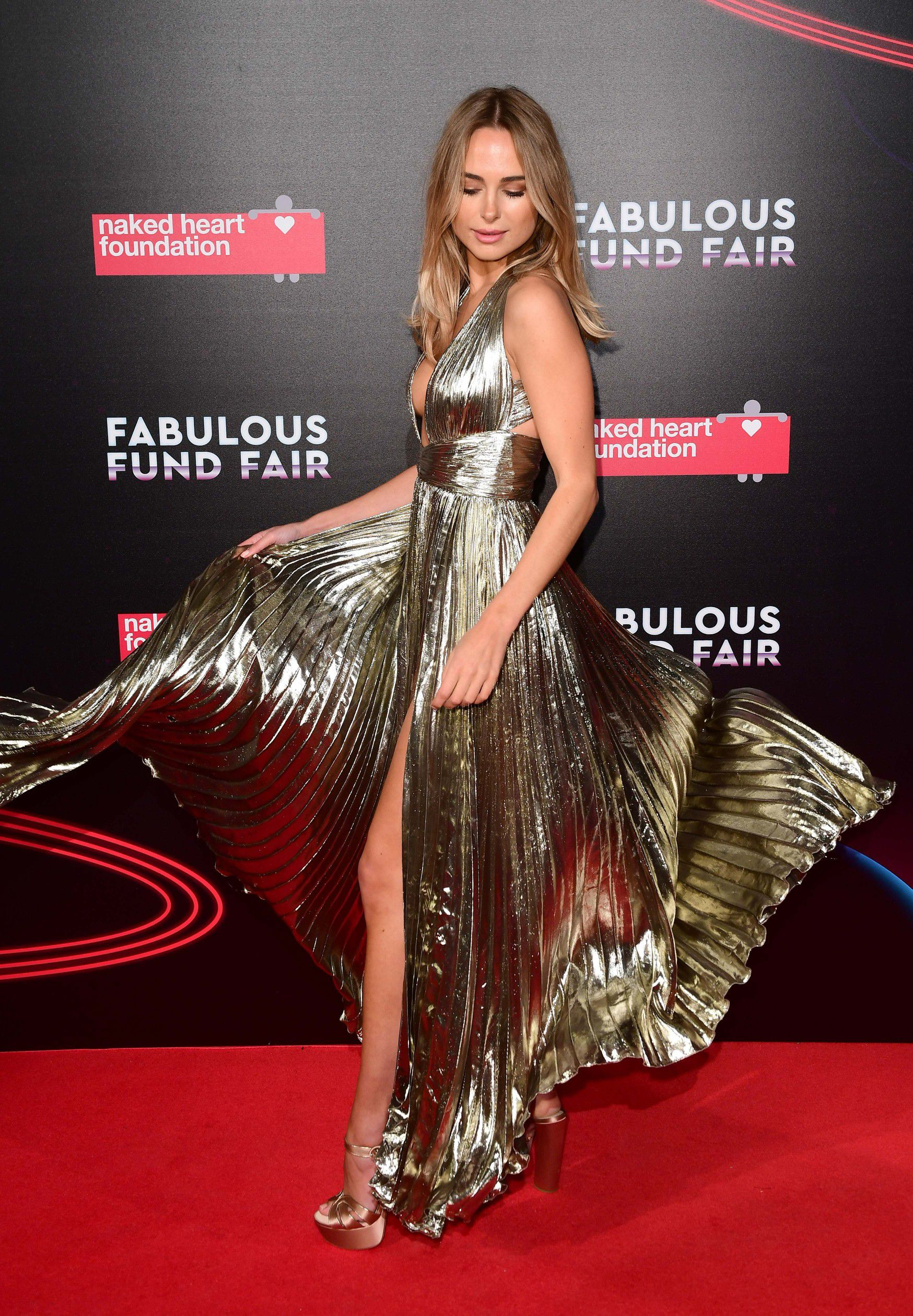 kimberley-garner-cleavage-at-fabulous-fund-fair-in-london-6810
