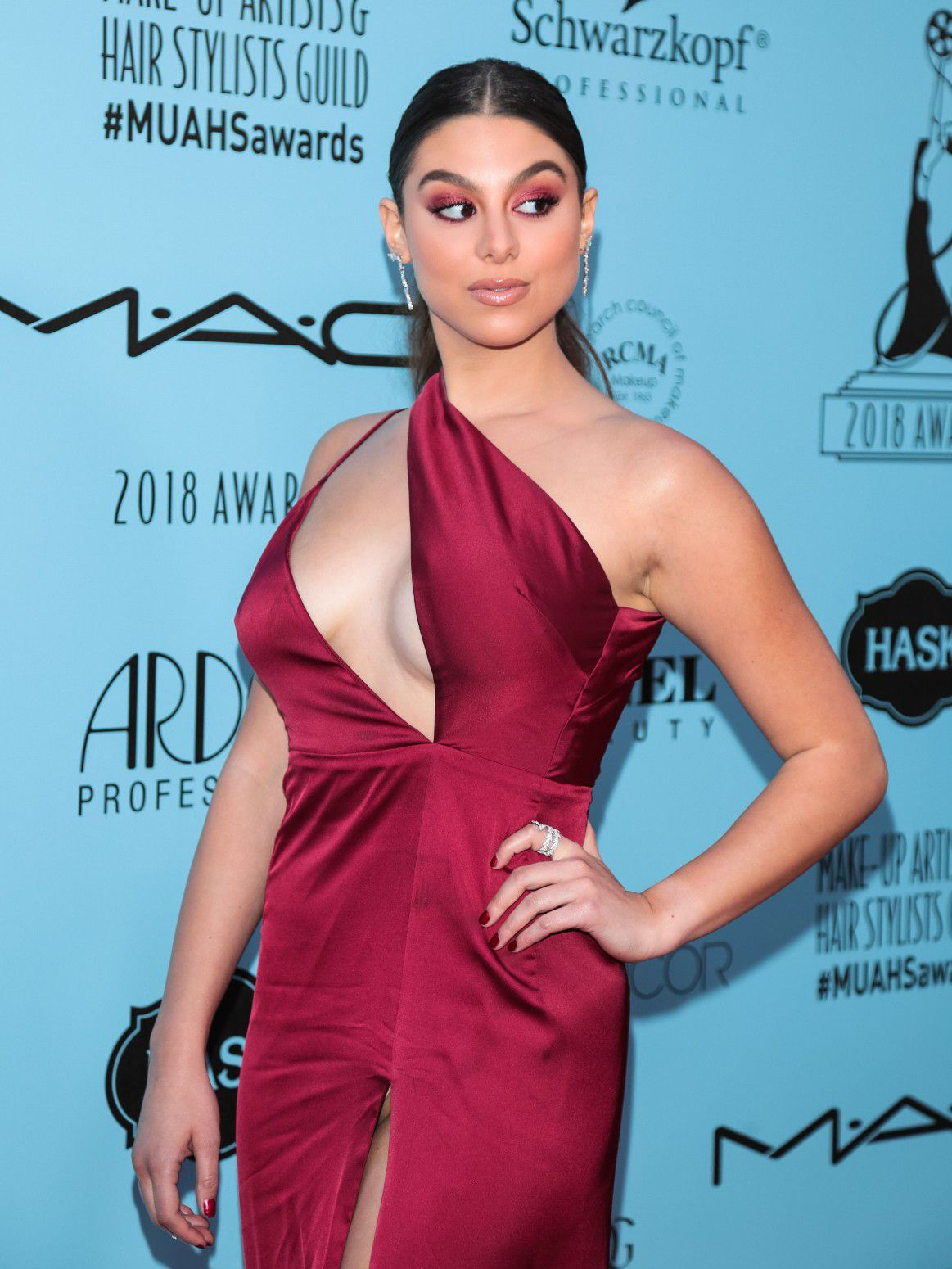 kira-kosarin-panty-upskirt-at-2018-make-up-artists-and-hair-stylists-guild-awards-in-la-3445