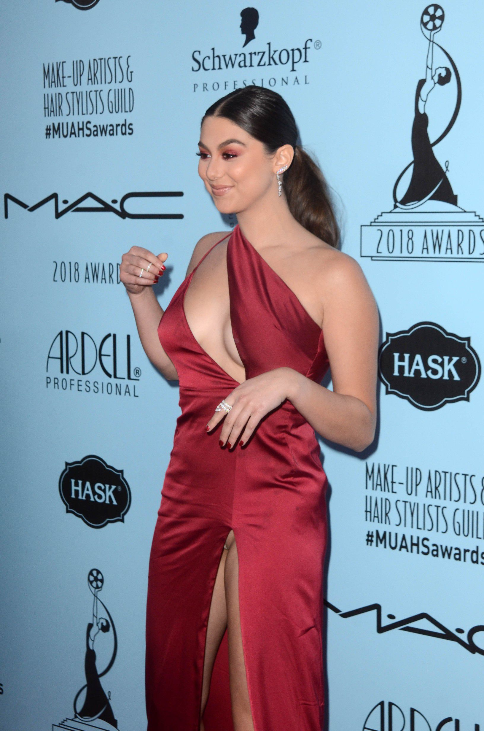 kira-kosarin-panty-upskirt-at-2018-make-up-artists-and-hair-stylists-guild-awards-in-la-3686