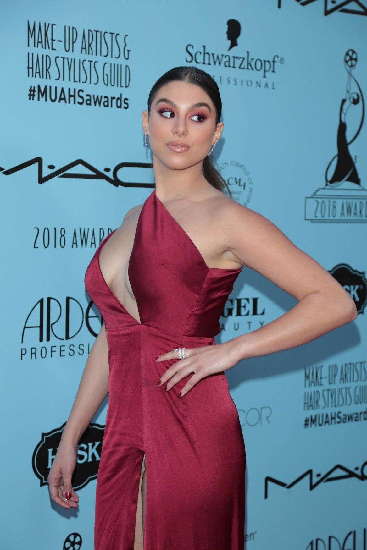 kira-kosarin-panty-upskirt-at-2018-make-up-artists-and-hair-stylists-guild-awards-in-la-6865