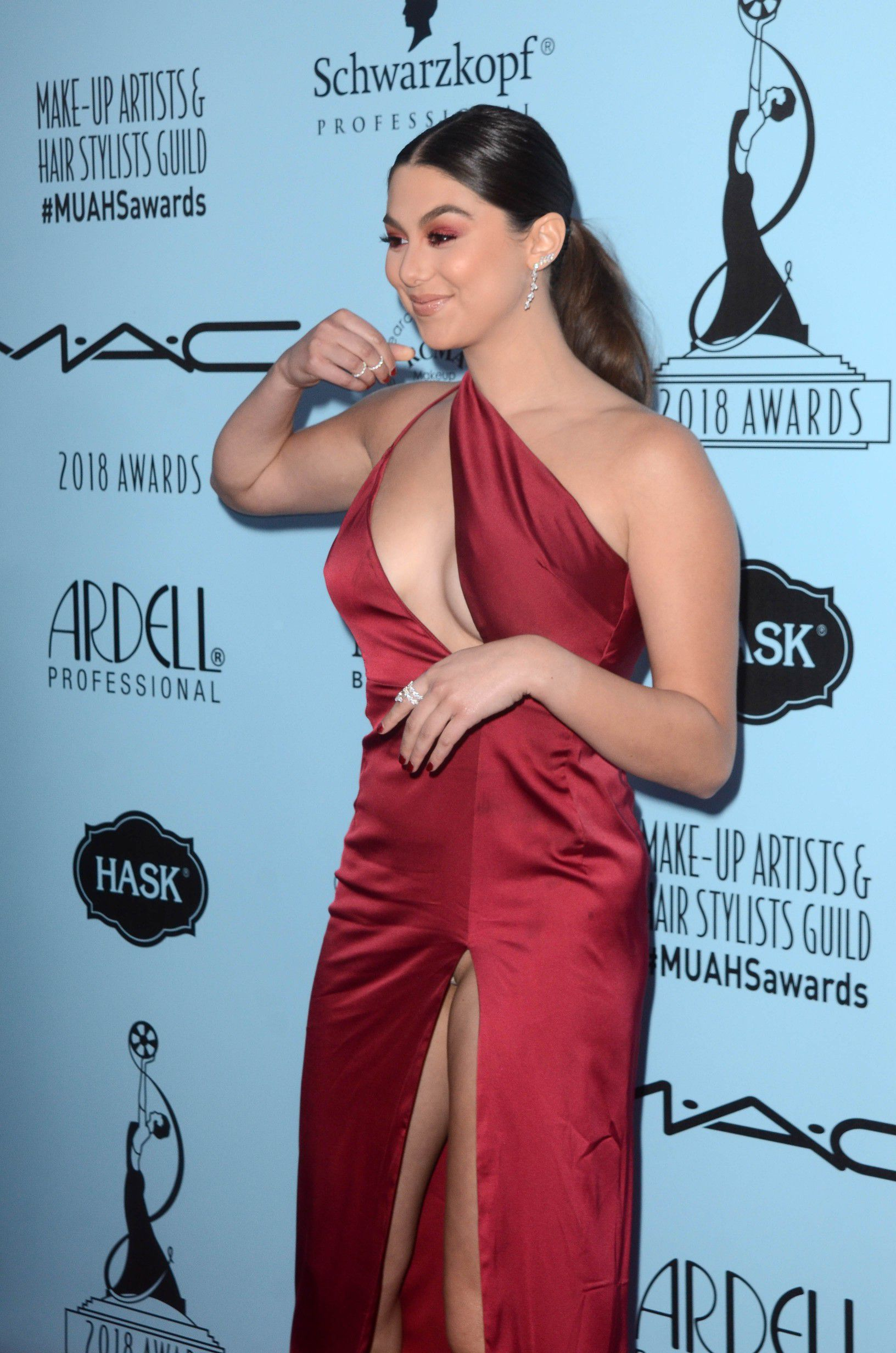 kira-kosarin-panty-upskirt-at-2018-make-up-artists-and-hair-stylists-guild-awards-in-la-8951