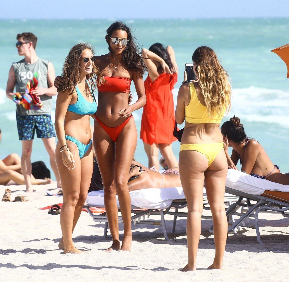 lais-ribeiro-ass-in-thong-bikini-on-the-beach-in-miami-4914
