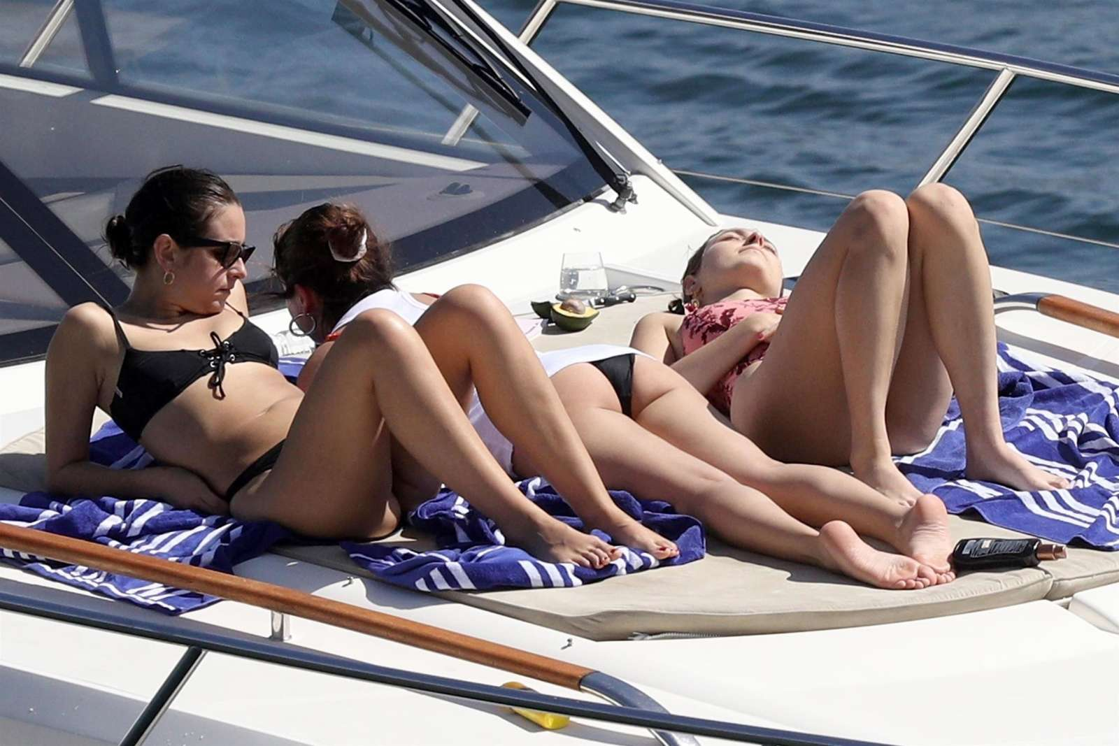selena-gomez-wearing-a-bikini-on-a-boat-in-australia-6232