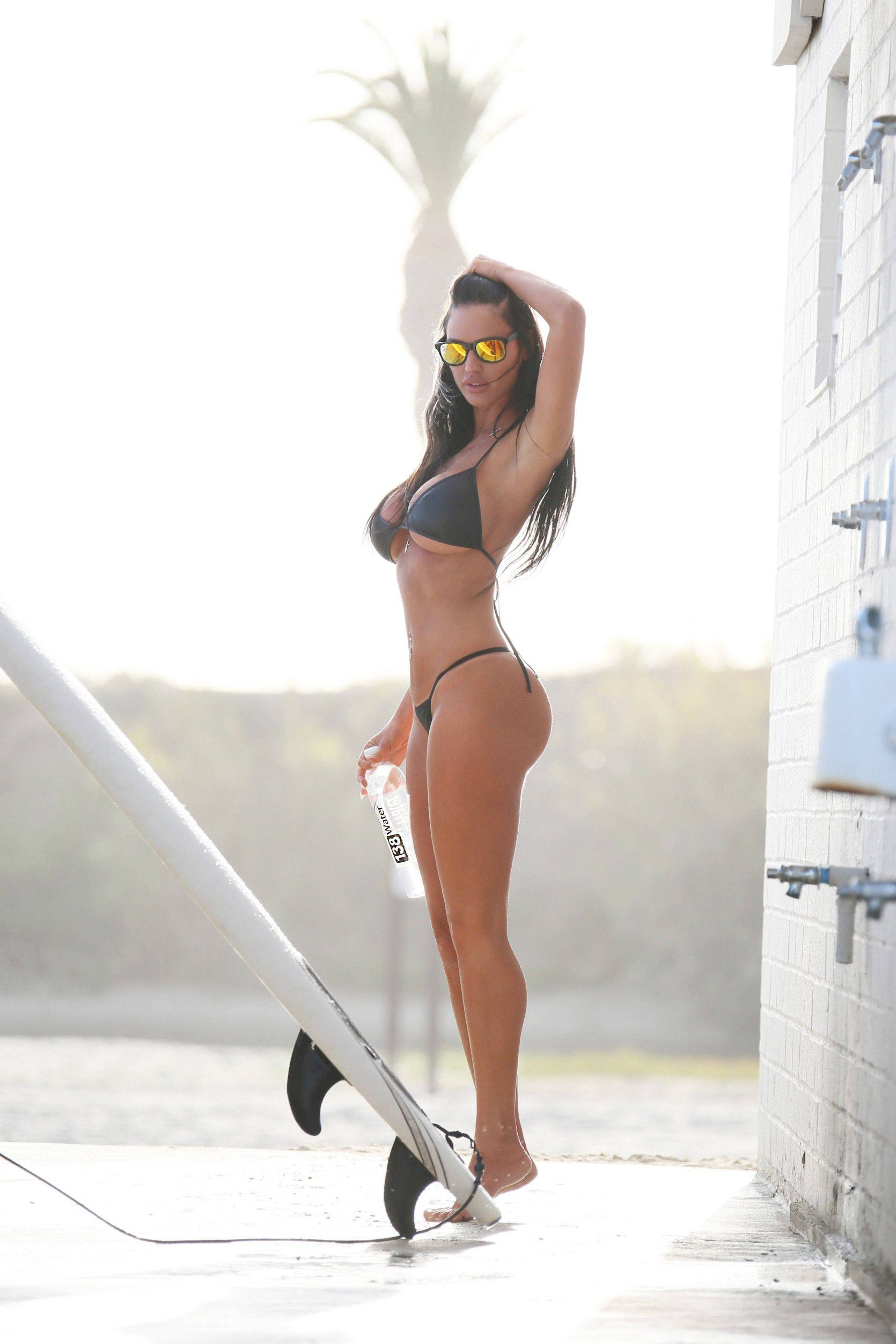 charlie-riina-perfect-bikini-body-for-138-water-in-malibu-5819