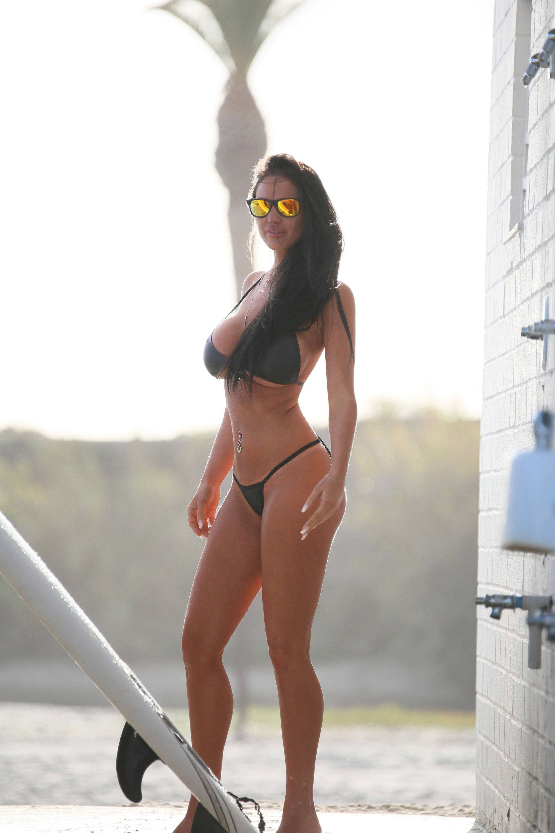 charlie-riina-perfect-bikini-body-for-138-water-in-malibu-8932