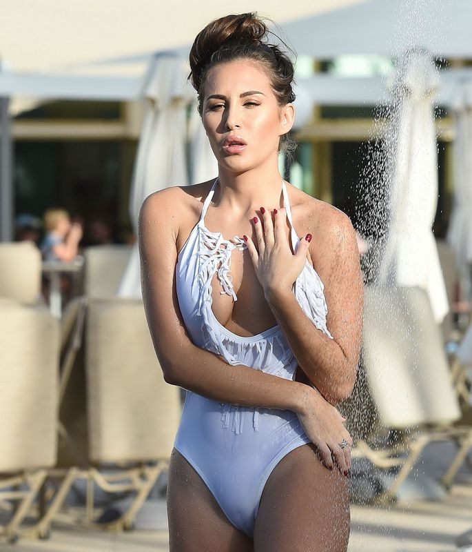 chloe-goodman-white-swimsuit-cameltoe-in-dubai-01