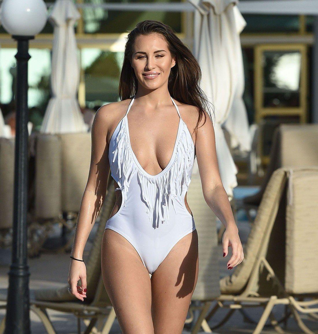 chloe-goodman-white-swimsuit-cameltoe-in-dubai-2030