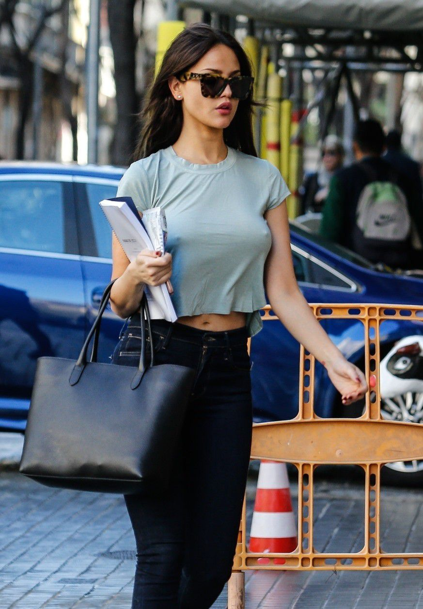 eiza-gonzalez-pokies-on-the-set-of-paradise-hills-in-barcelona-8710